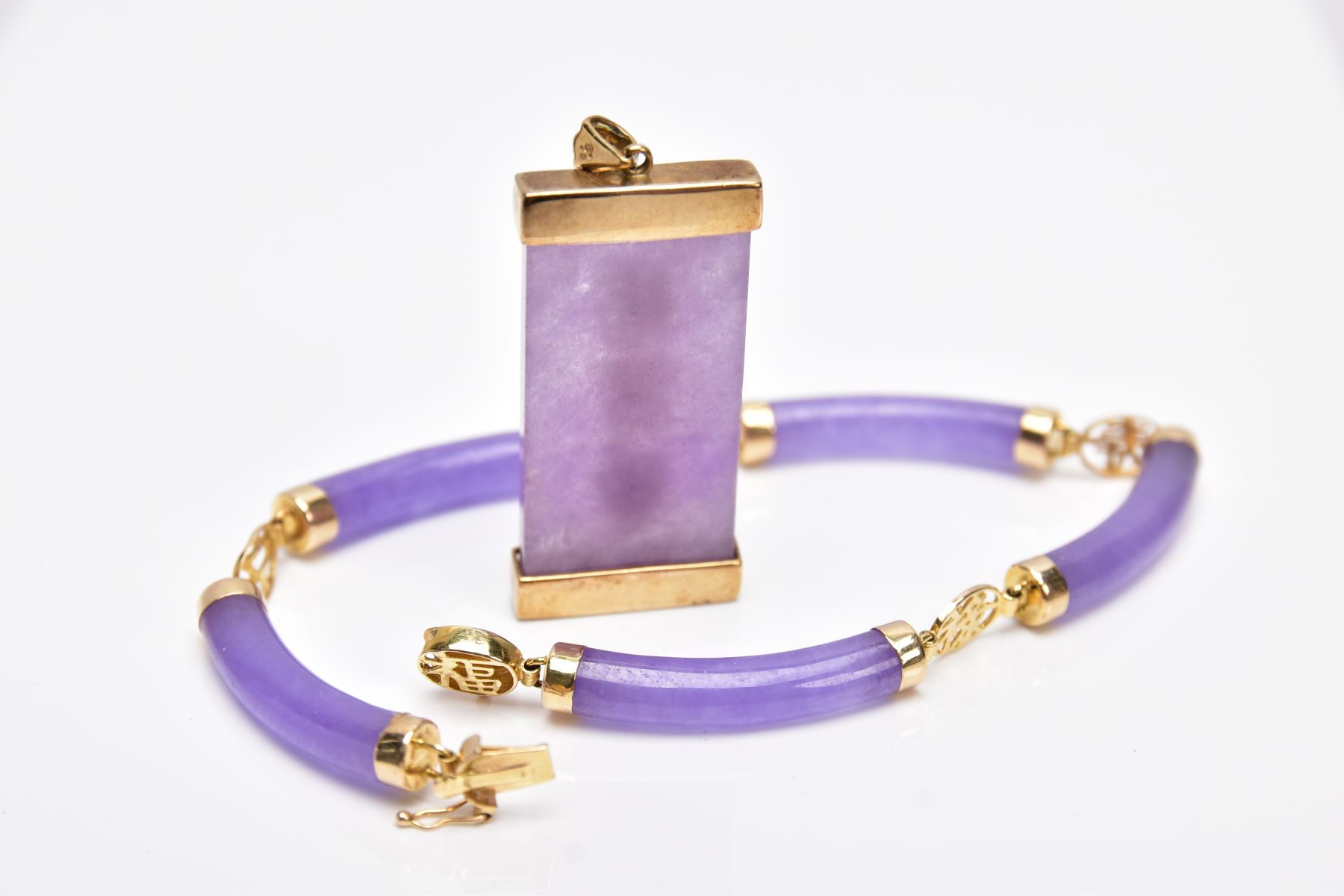 A 14CT GOLD LAVENDER JADE BRACELET AND A 9CT GOLD LAVENDER JADE PENDANT, the bracelet designed - Image 3 of 4