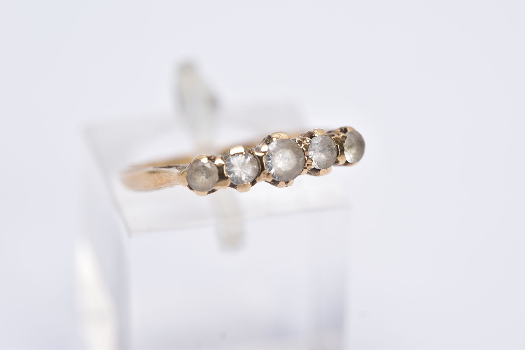A YELLOW METAL FIVE STONE RING, designed with a row of graduate circular cut colourless spinel's - Image 4 of 4