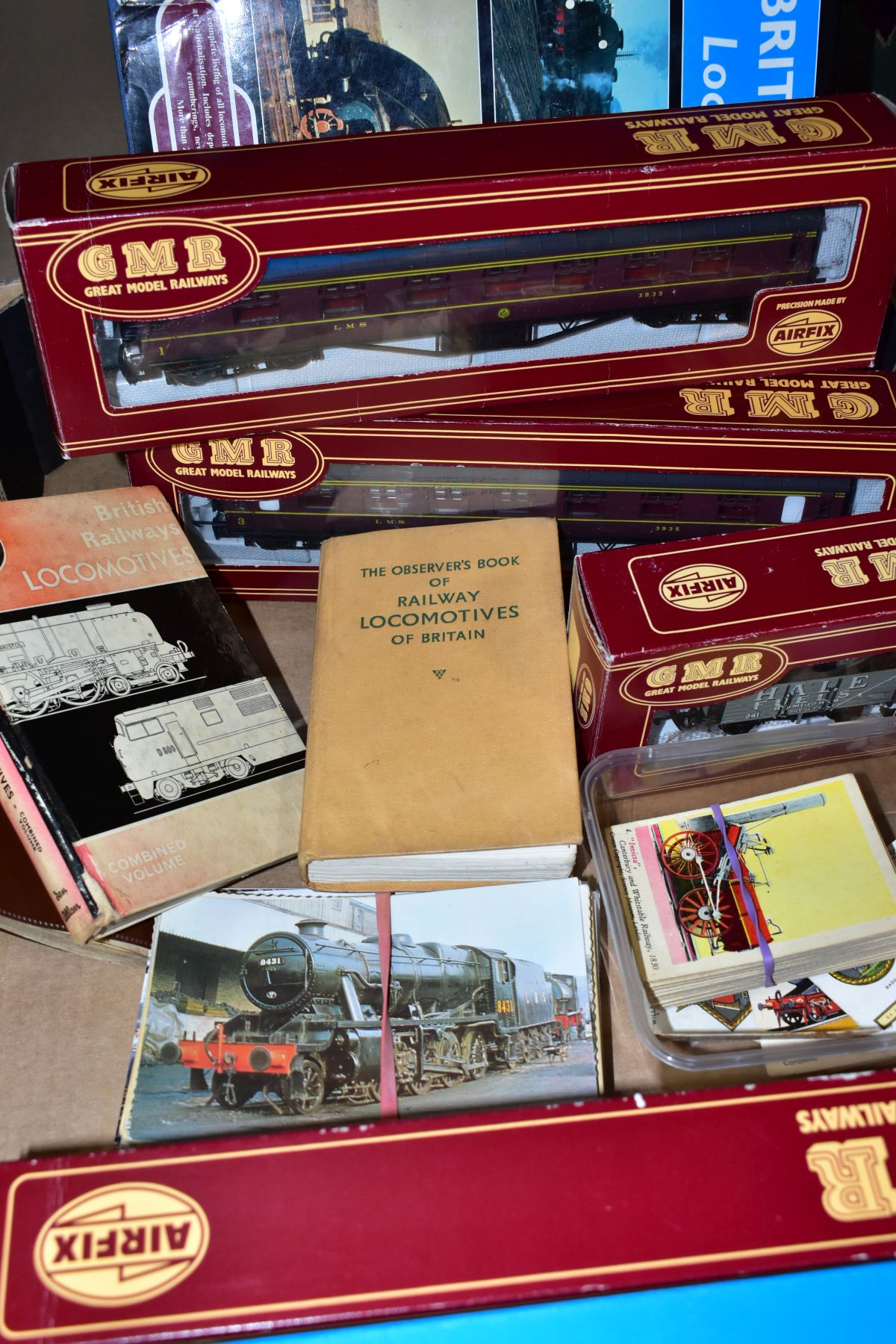A QUANTITY OF BOXED 00 GAUGE MODEL RAILWAY ITEMS, to include boxed Airfix Class 4F locomotive, No - Image 3 of 3