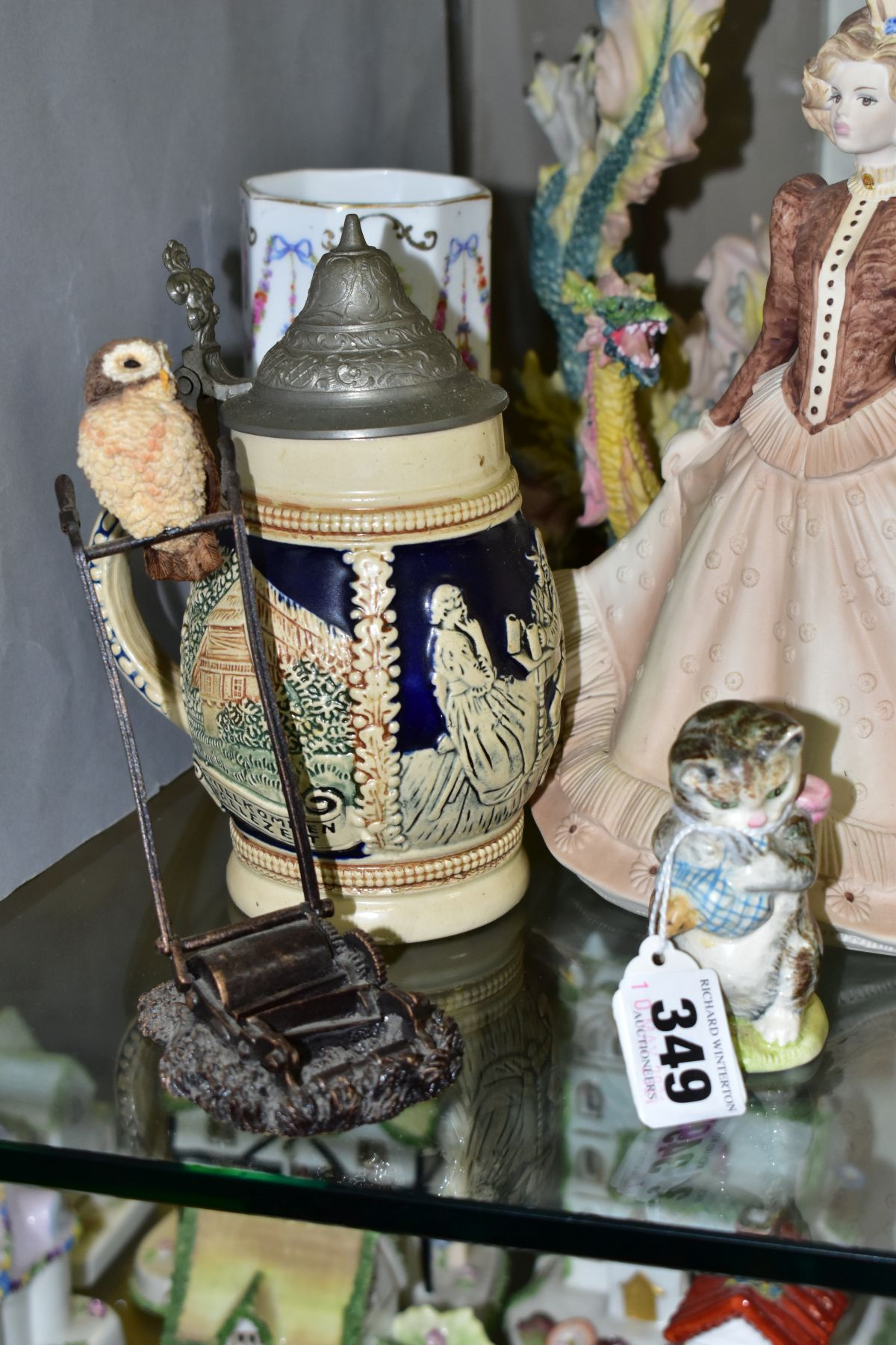 A SMALL GROUP OF FIGURAL ORNAMENTS AND OTHER CERAMICS, including a Beswick Beatrix Potter's 'Miss - Image 5 of 8