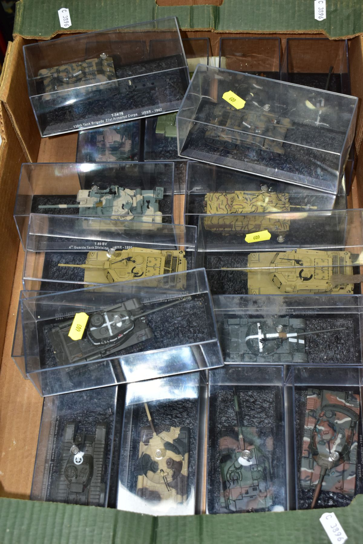 A COLLECTION OF BOXED DEAGOSTINI 1/43 SCALE TANK MODELS, all appear complete and in very good