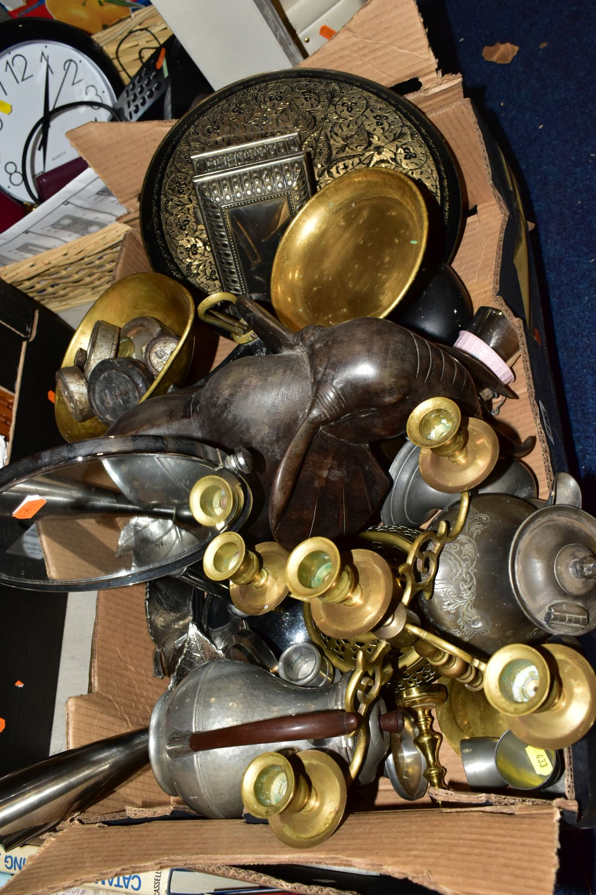 TWO BOXES AND A BASKET OF METALWARE, SUNDRIES, PICTURE FRAMES, ETC, to include various clocks (two - Image 7 of 10