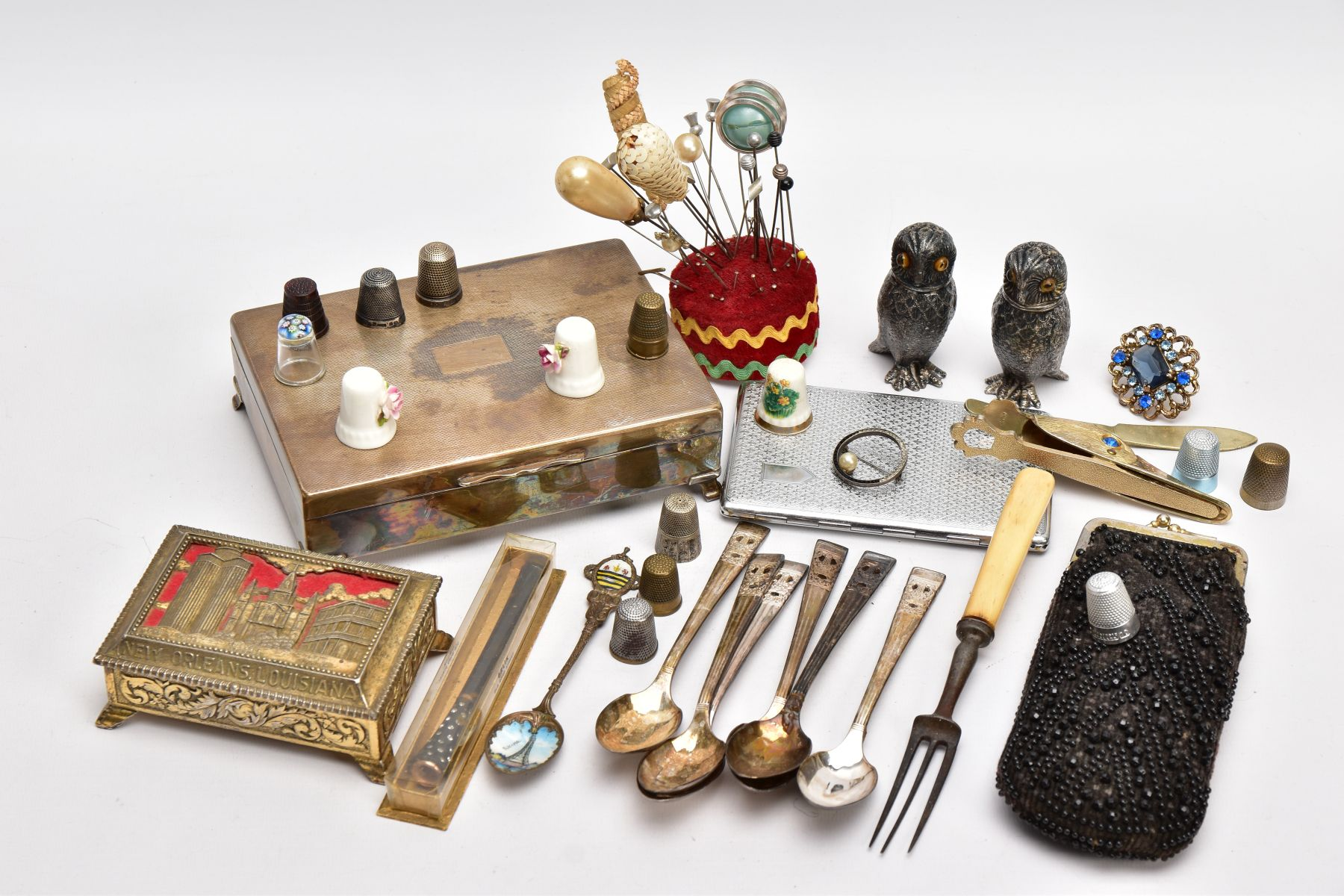 A BOX OF ASSORTED ITEMS, to include two silver thimbles, each with hallmarks for Birmingham, a