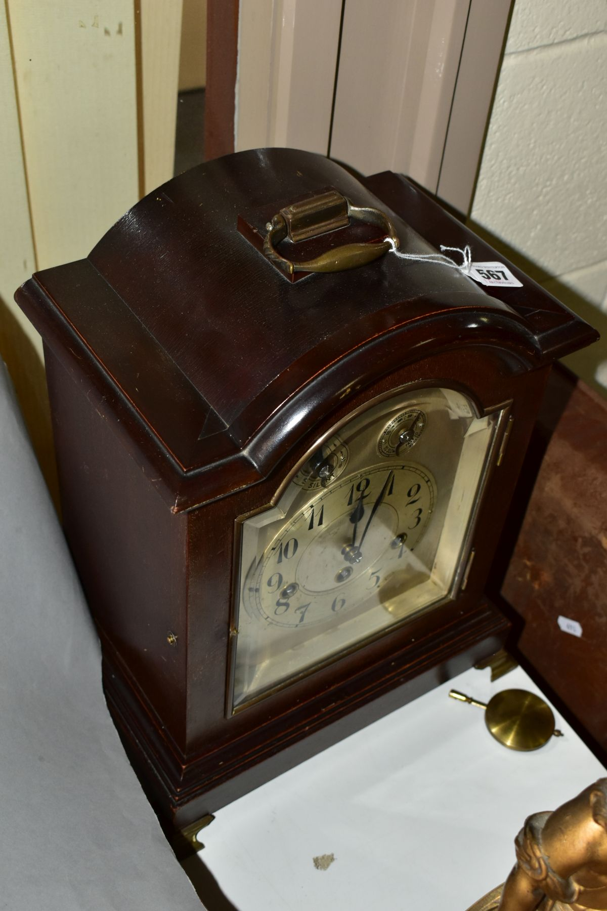 AN EARLY 2OTH CENTURY MAHOGANY STAINED GEORGE III STYLE BRACKET CLOCK, silvered dial with Arabic - Image 3 of 5