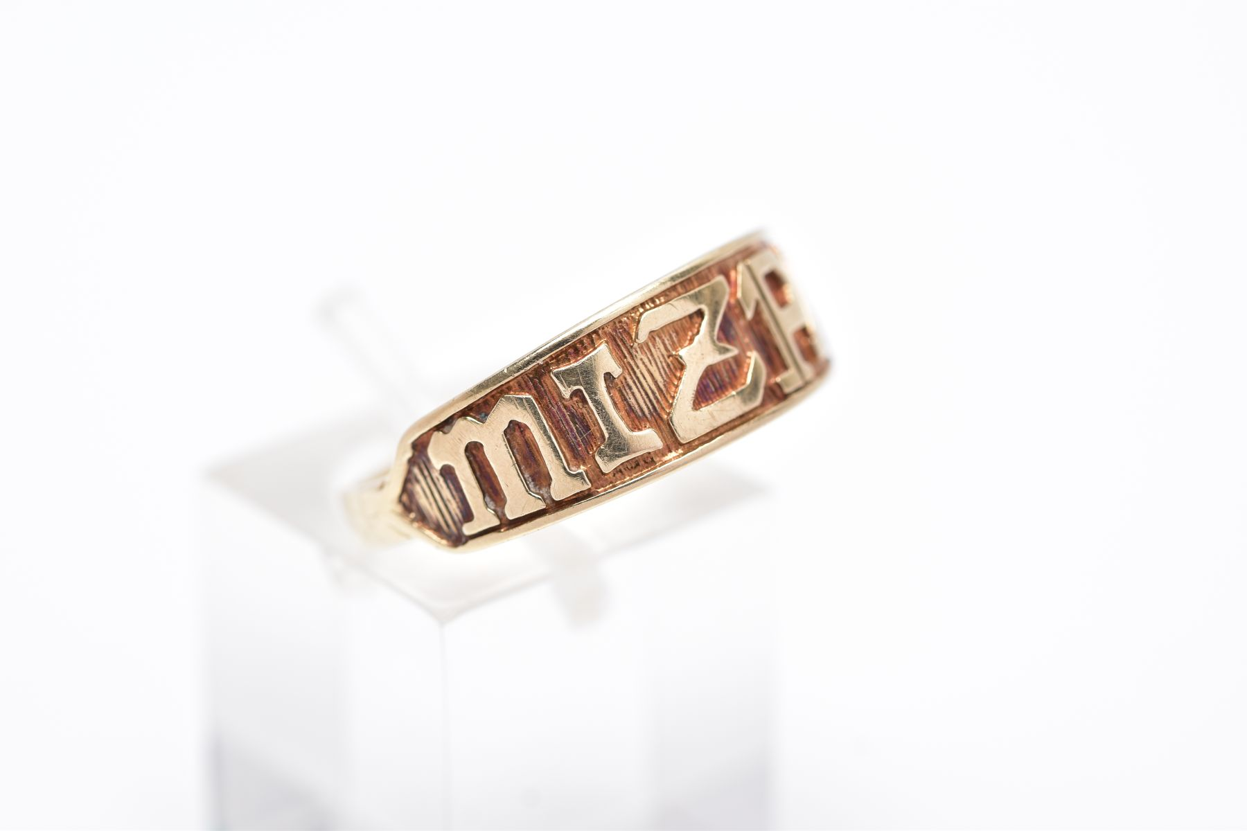 A 9CT GOLD 'MIZPAH' RING, inscribed 'Mizpah' band, with a textured background, hallmarked 9ct gold - Image 4 of 4