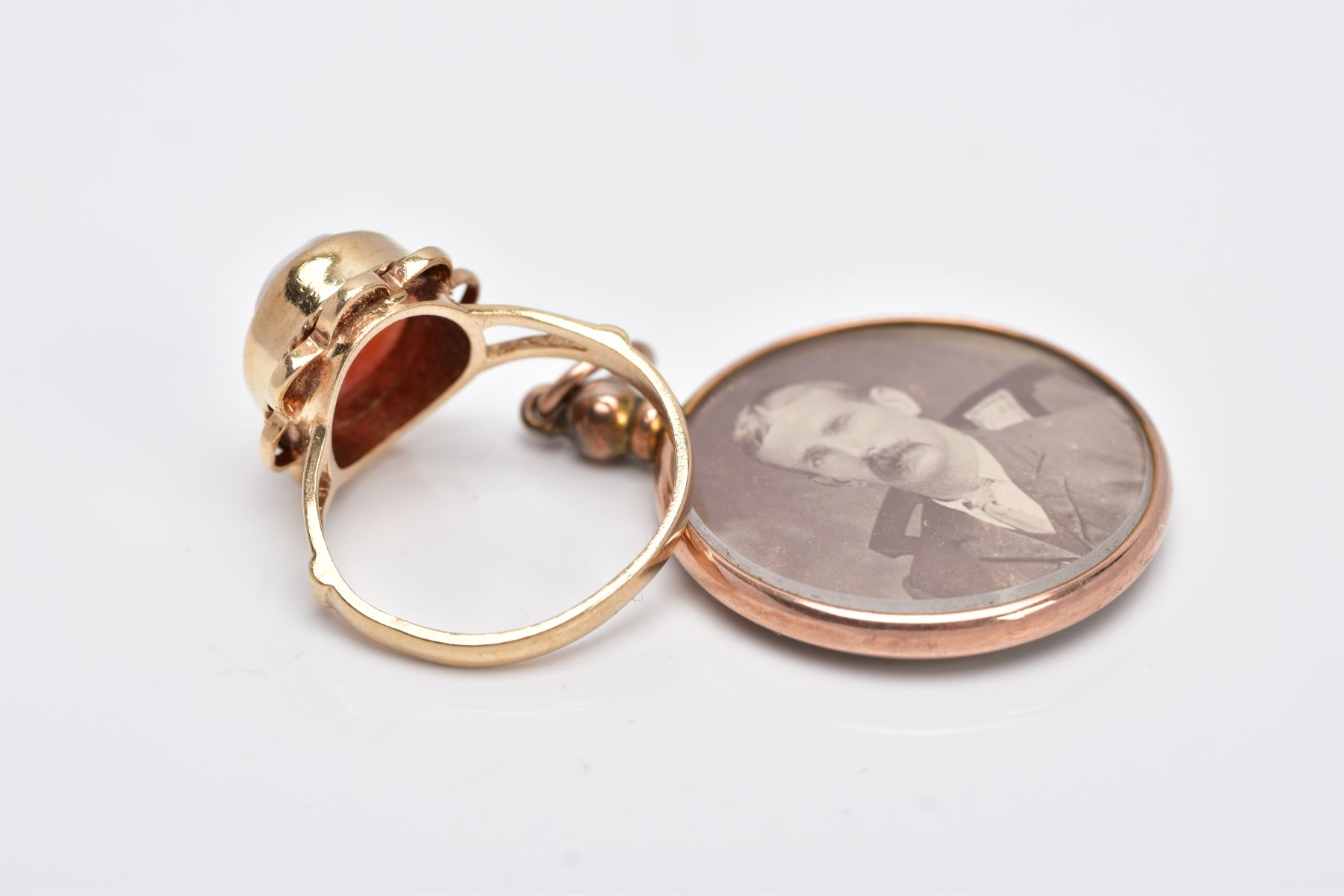 A 9CT GOLD CAMEO RING AND A DOUBLE SIDED PHOTOGRAPH, of an oval form, depicting a lady in profile, - Image 3 of 4