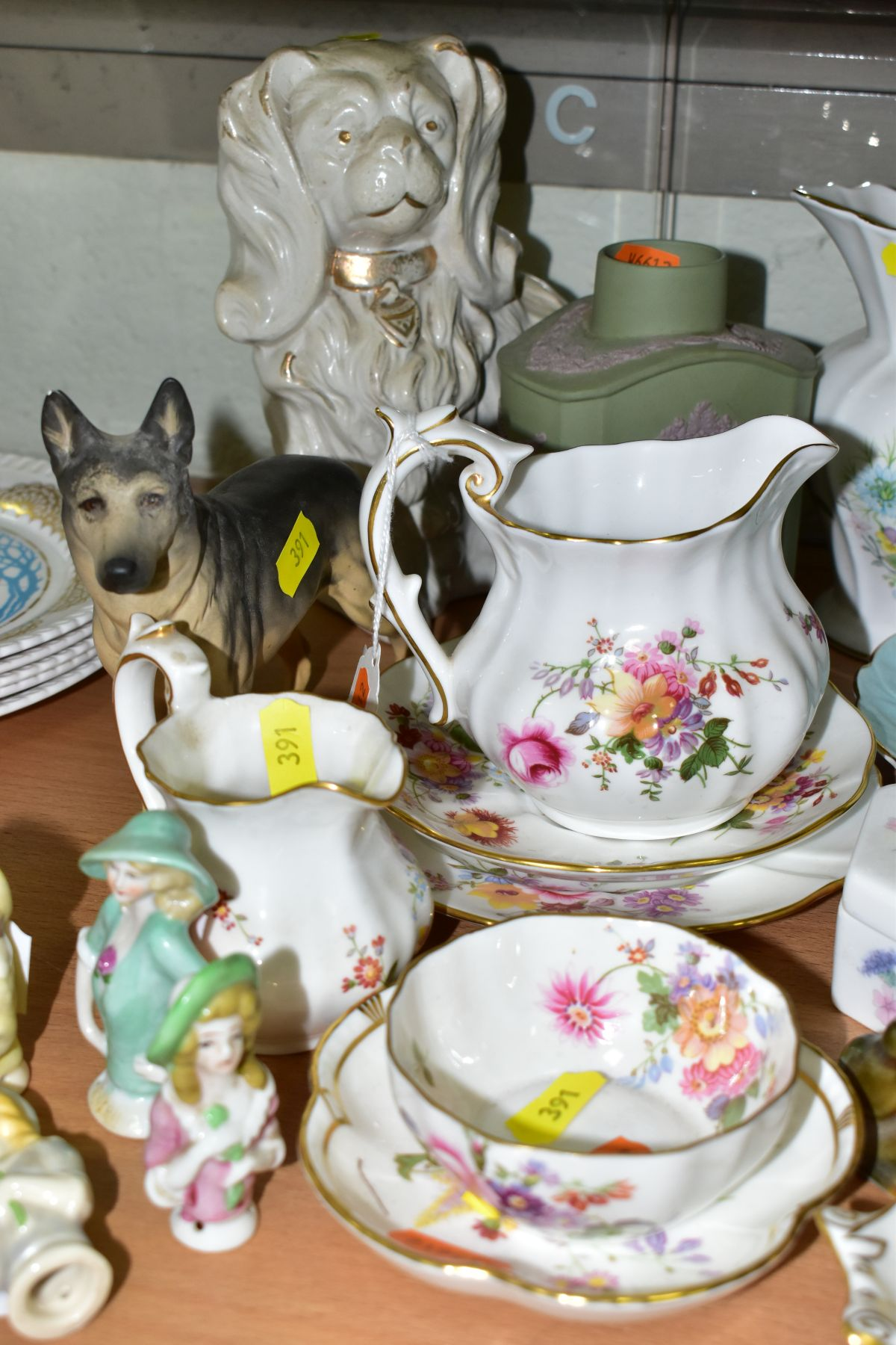 A GROUP OF ASSORTED WEDGWOOD, ROYAL CROWN DERBY, AYNSLEY, WADE, ETC, to include a Wedgwood 'The - Image 9 of 10
