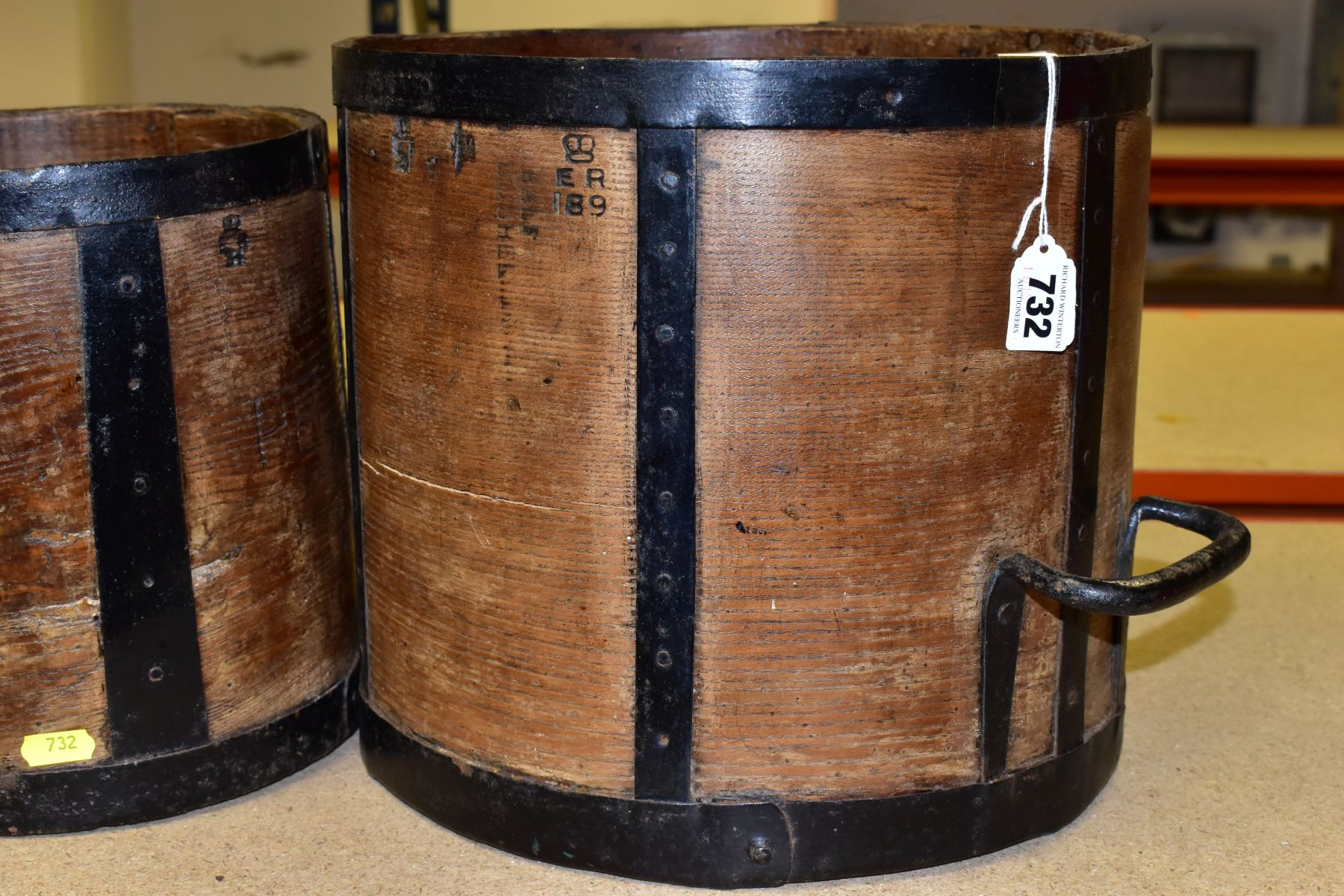 SIX BENTWOOD CORN MEASURES WITH IRON BANDING, sizes are half bushell, peck, gallon (x2) and quart ( - Image 2 of 6