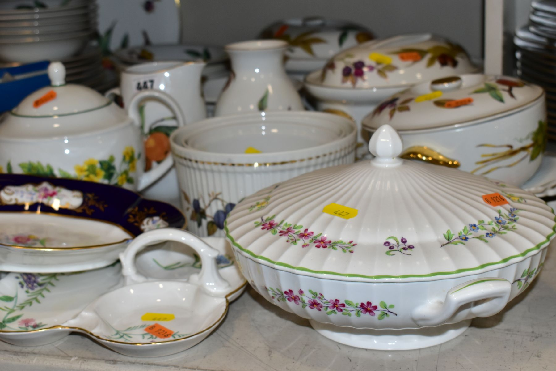 A QUATITY OF ROYAL WORCESTER 'EVESHAM' TABLEWARES, to include tureens, souffle dishes, meat - Image 9 of 9
