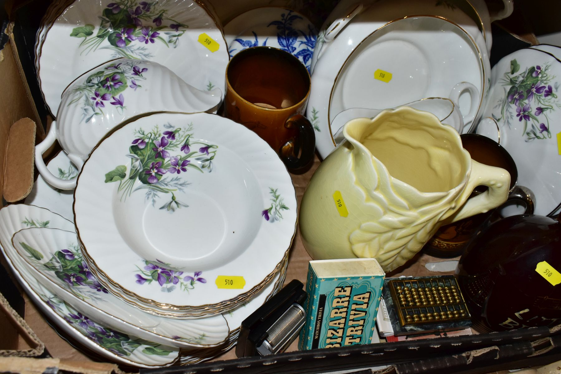 TWO BOXES OF CERAMICS AND SUNDRY ITEMS, ETC, to include Mayfair bone china part dinner service, - Image 9 of 10