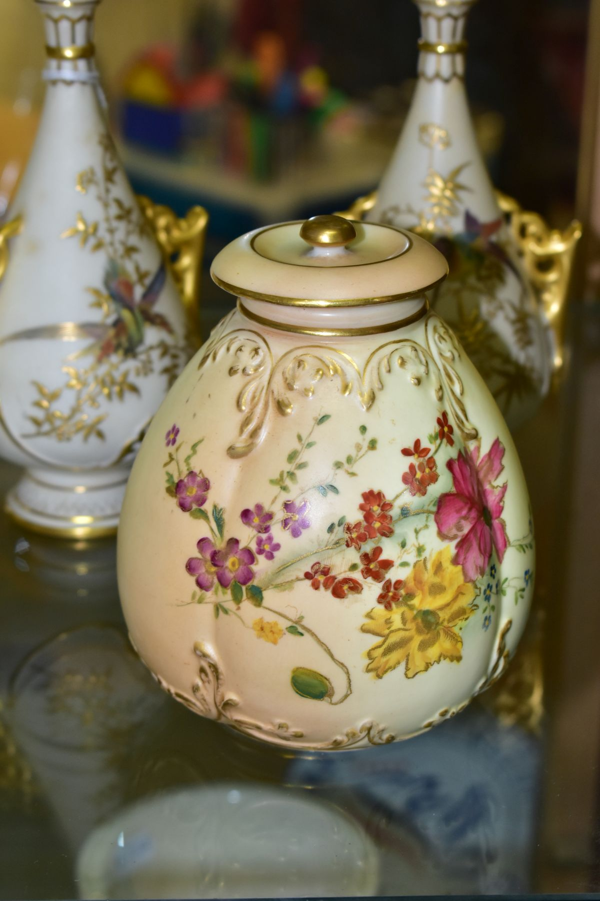 A SMALL COLLECTION OF ROYAL WORCESTER PORCELAIN, comprising a pair of blush ivory conical twin - Image 6 of 9