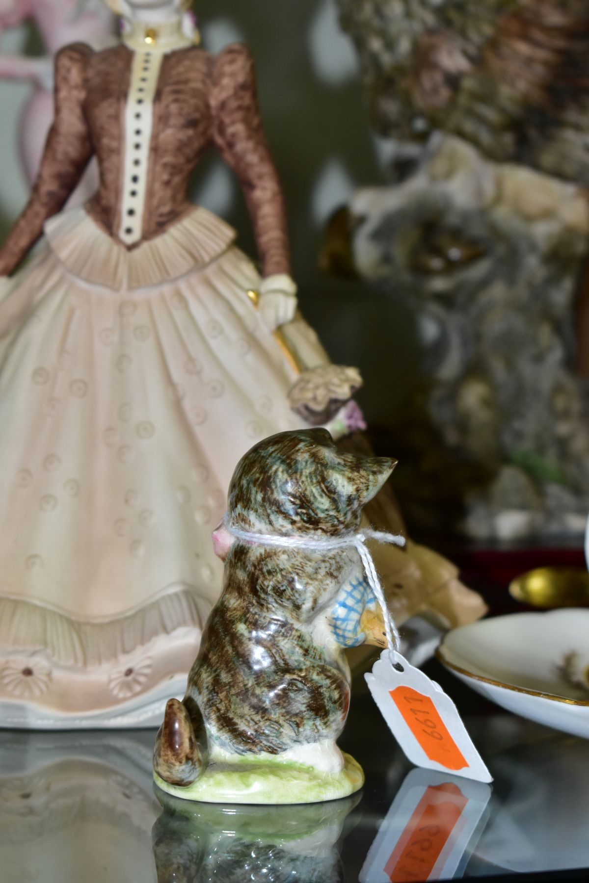 A SMALL GROUP OF FIGURAL ORNAMENTS AND OTHER CERAMICS, including a Beswick Beatrix Potter's 'Miss - Image 7 of 8