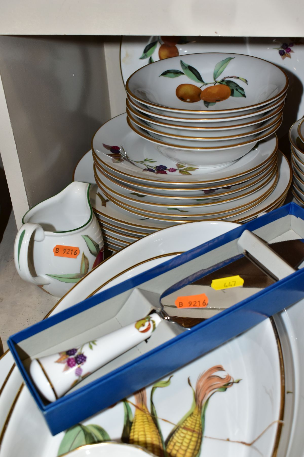 A QUATITY OF ROYAL WORCESTER 'EVESHAM' TABLEWARES, to include tureens, souffle dishes, meat - Image 5 of 9