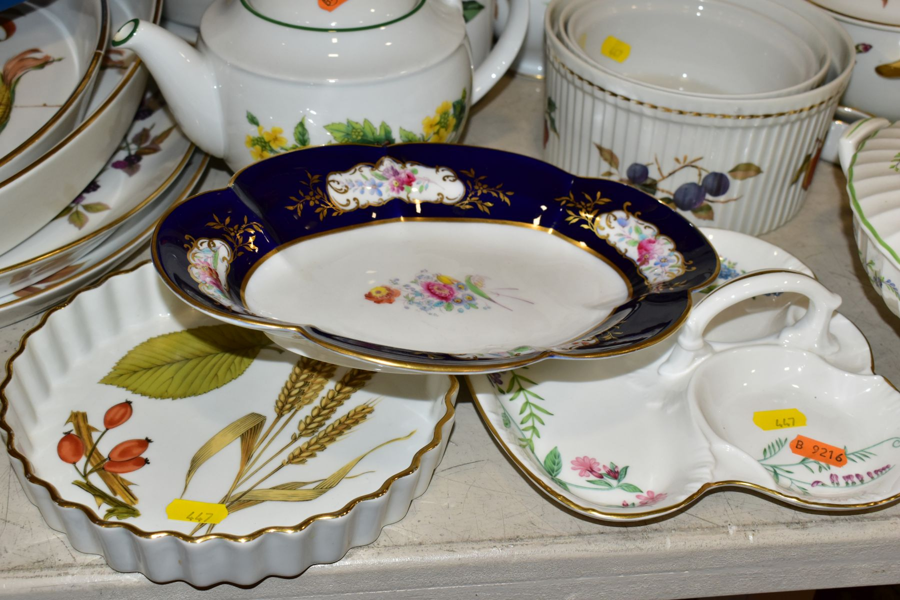 A QUATITY OF ROYAL WORCESTER 'EVESHAM' TABLEWARES, to include tureens, souffle dishes, meat - Image 3 of 9