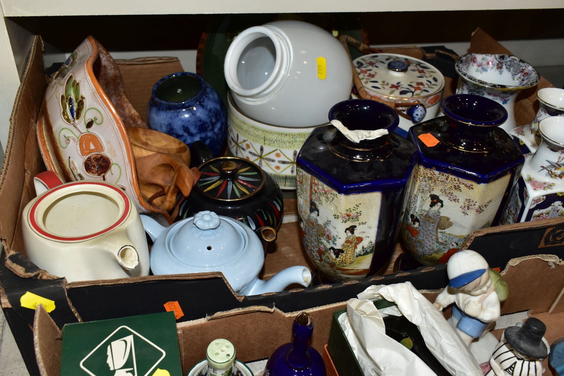 TWO BOXES AND LOOSE ORNAMENTS, VASES, ROYAL COMMEMORATIVES etc, to include Cauldon Ware Prunus - Image 6 of 8