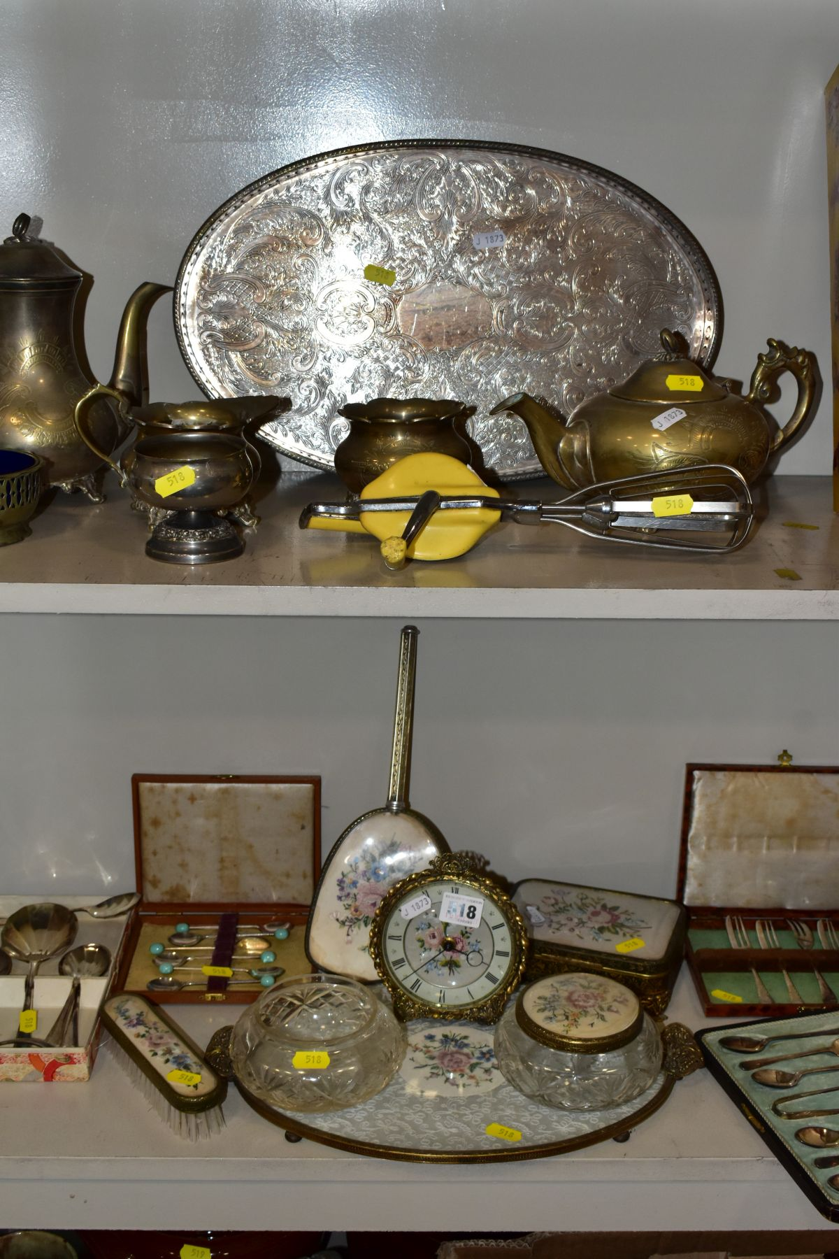 A COLLECTION OF METALWARES AND COLLECTABLES, including a Sawyers View-Master and ten packets of