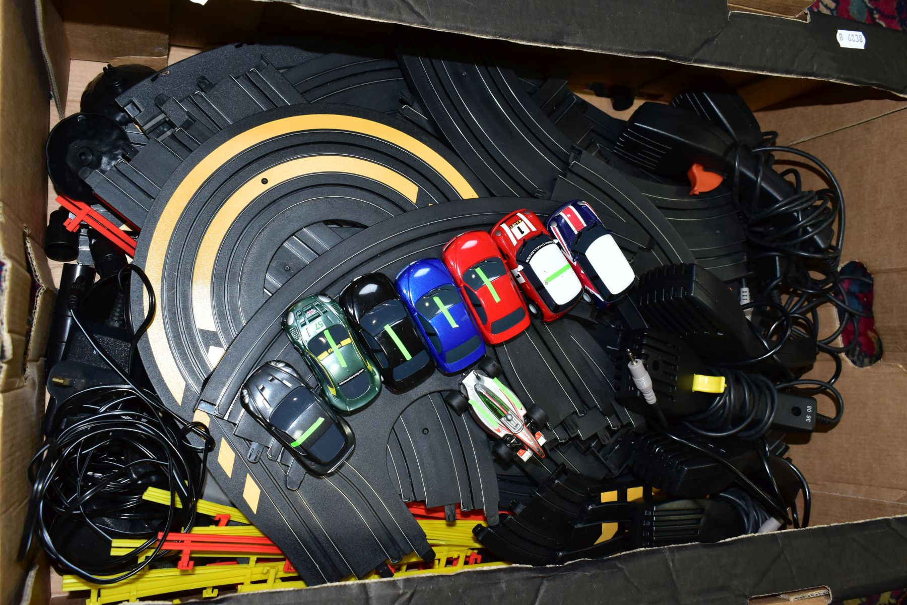 A QUANTITY OF UNBOXED AND ASSORTED HORNBY MICRO SCALEXTRIC, to include assorted cars, track, - Image 5 of 5
