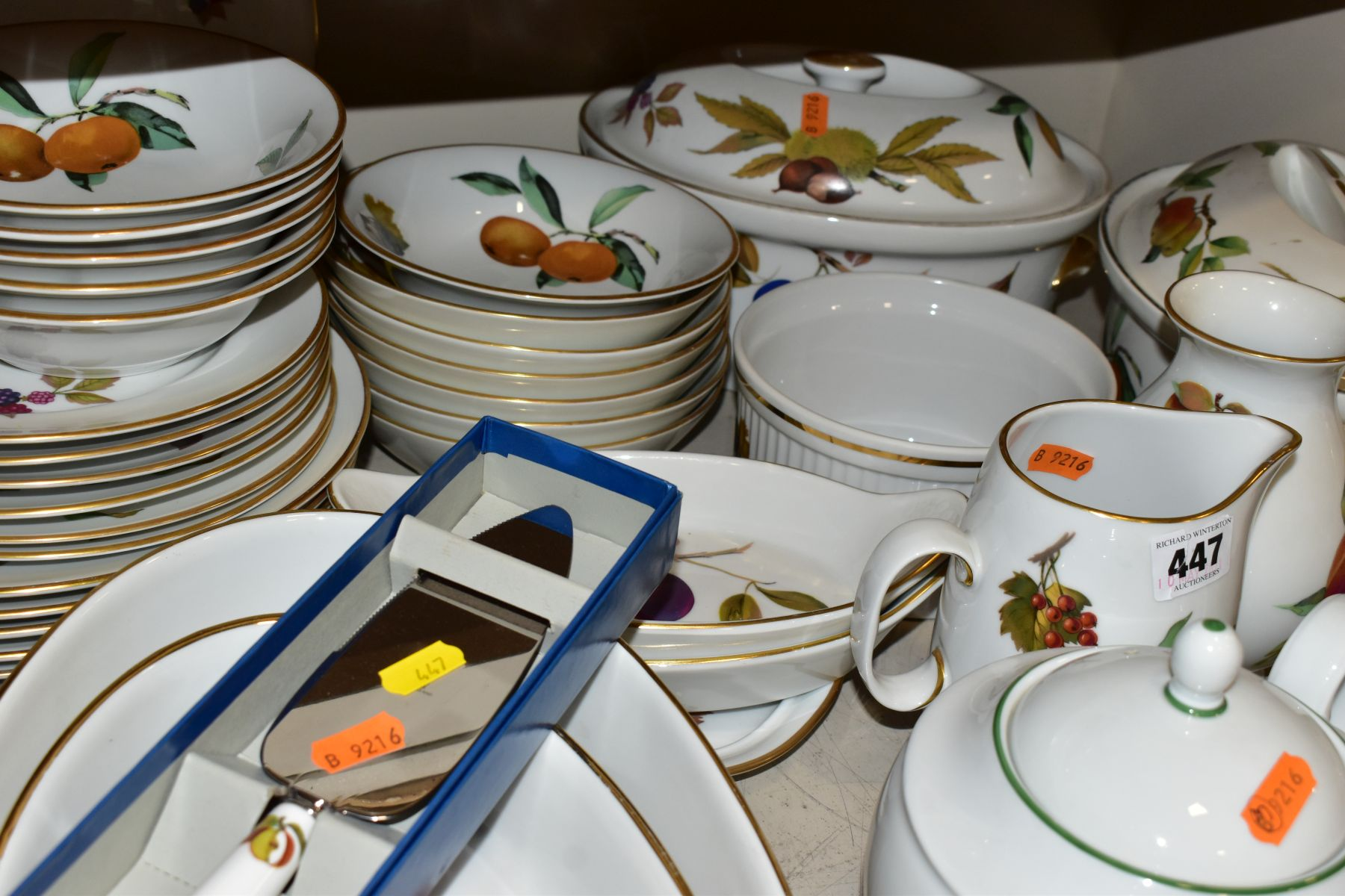 A QUATITY OF ROYAL WORCESTER 'EVESHAM' TABLEWARES, to include tureens, souffle dishes, meat - Image 7 of 9