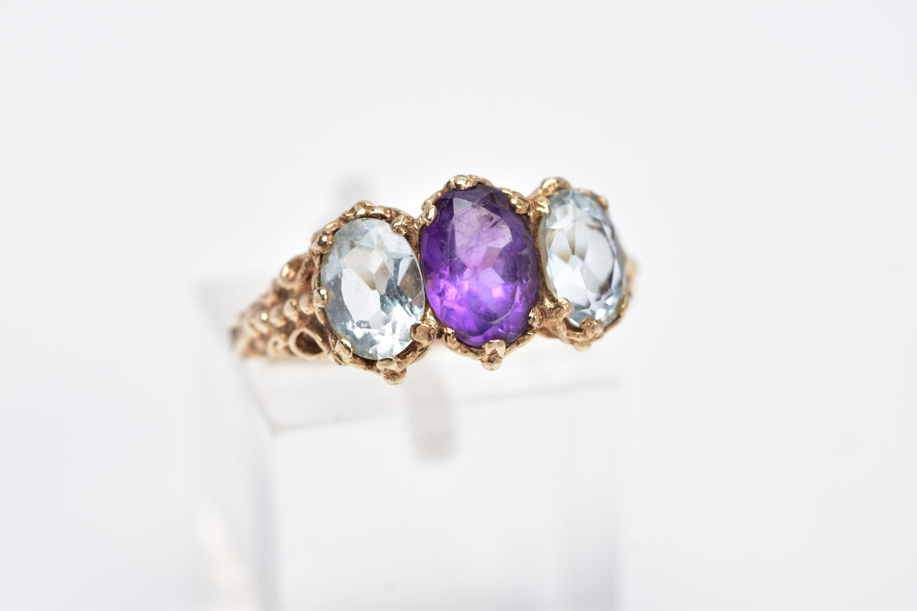 A 9CT GOLD THREE STONE RING, centring on an oval cut amethyst, flanked with two oval cut - Image 4 of 4