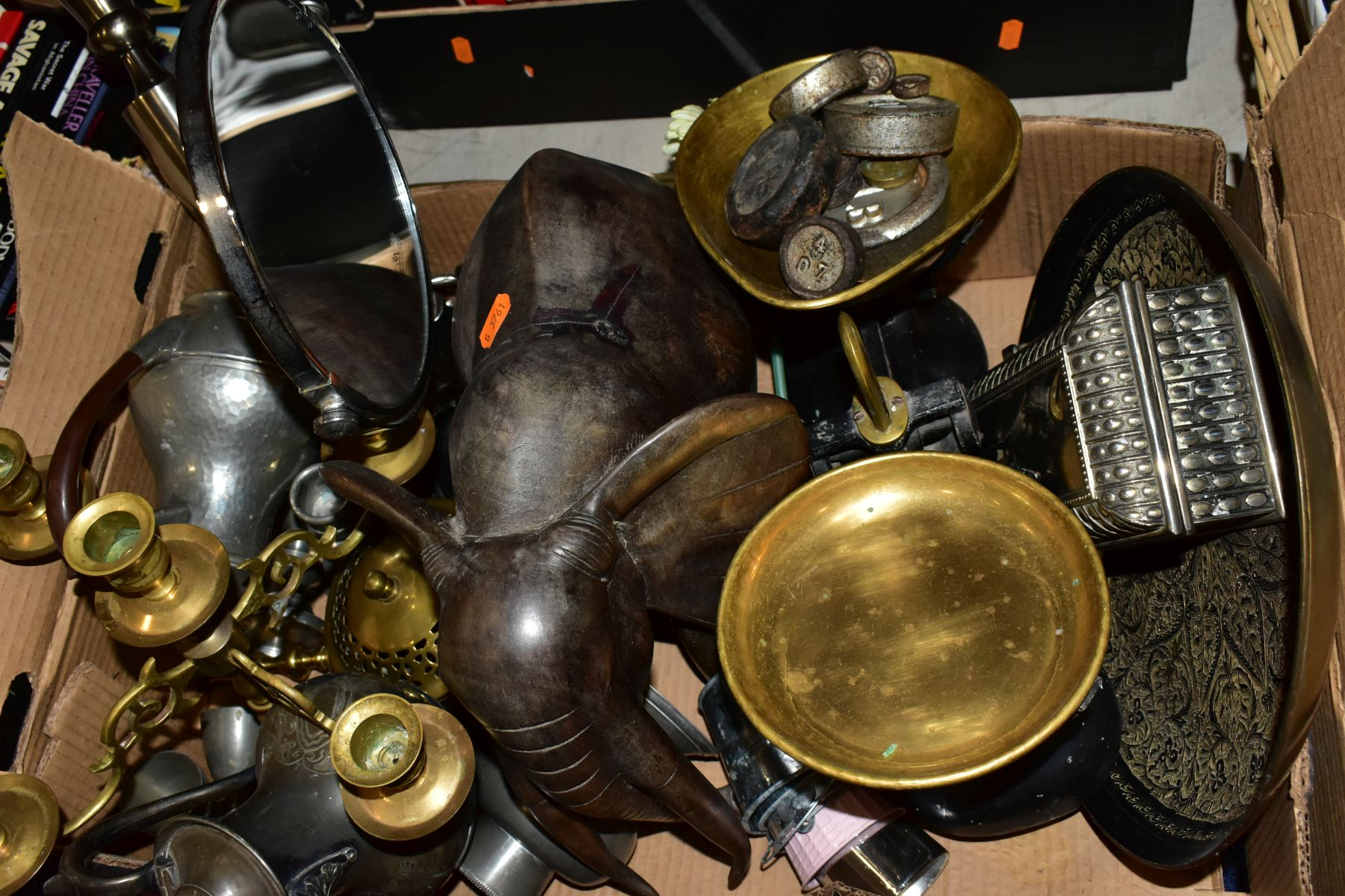 TWO BOXES AND A BASKET OF METALWARE, SUNDRIES, PICTURE FRAMES, ETC, to include various clocks (two - Image 8 of 10