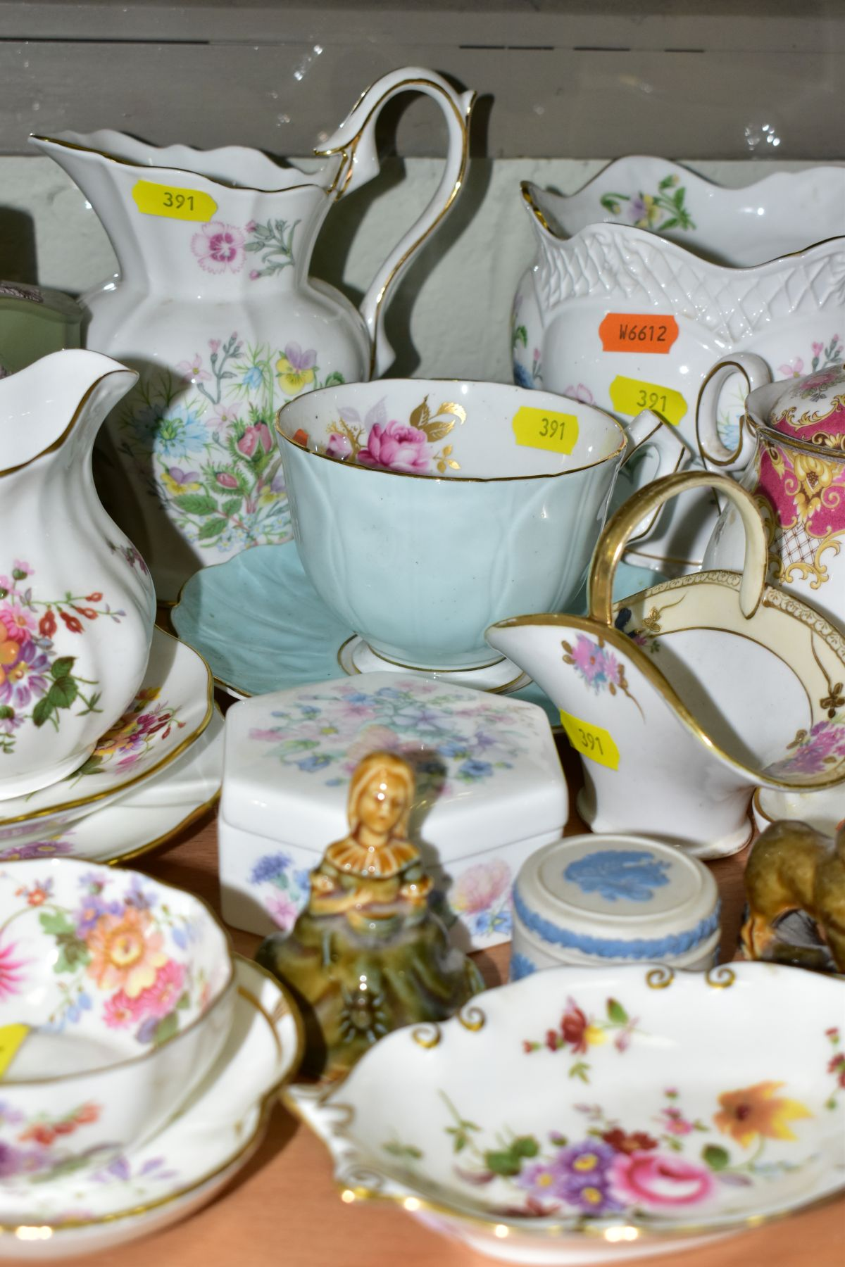 A GROUP OF ASSORTED WEDGWOOD, ROYAL CROWN DERBY, AYNSLEY, WADE, ETC, to include a Wedgwood 'The - Image 8 of 10