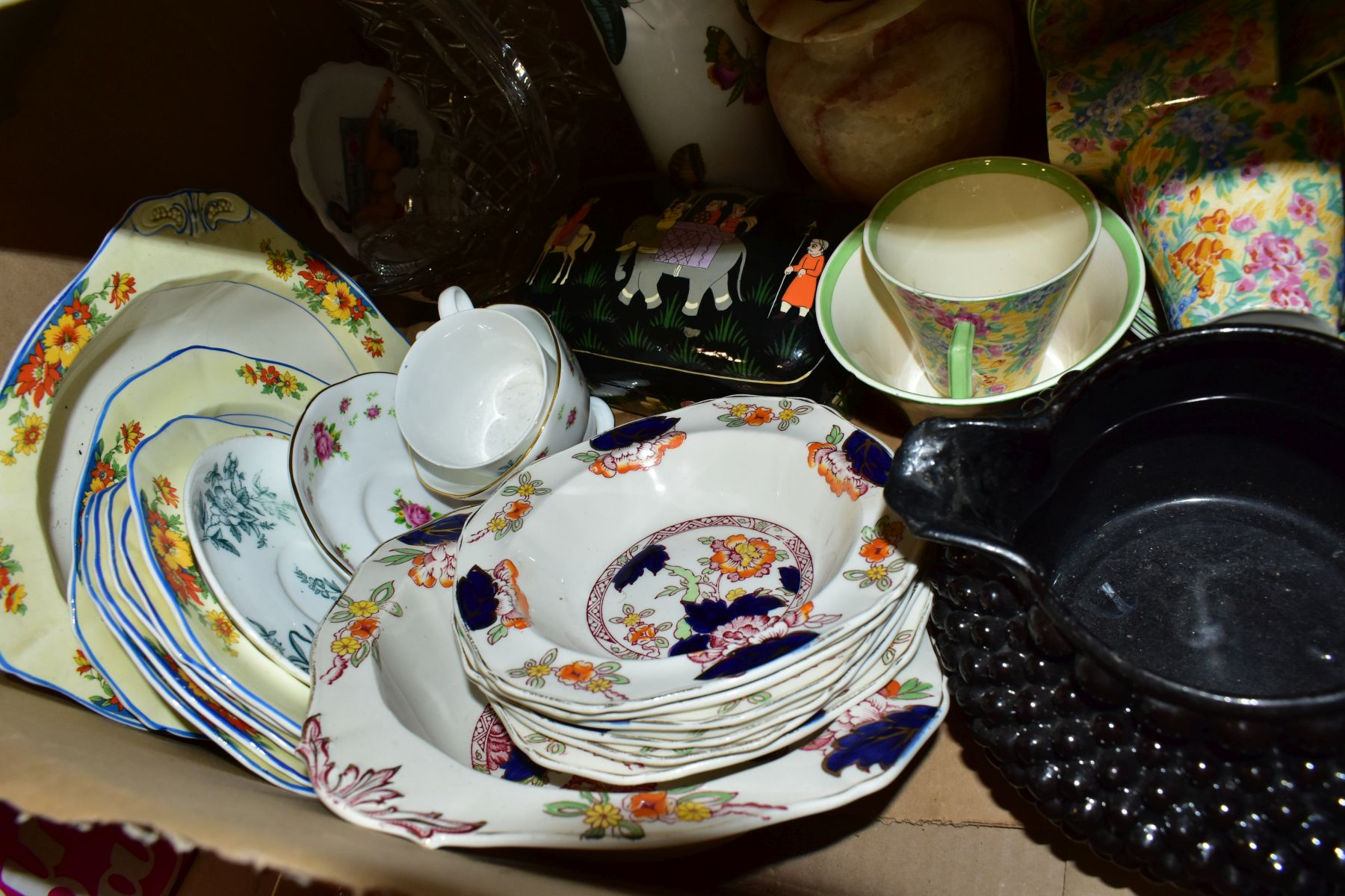 TWO BOXES OF CERAMICS AND SUNDRY ITEMS etc to include three Carlton Ware 2710 tapestry and daisy - Image 17 of 18