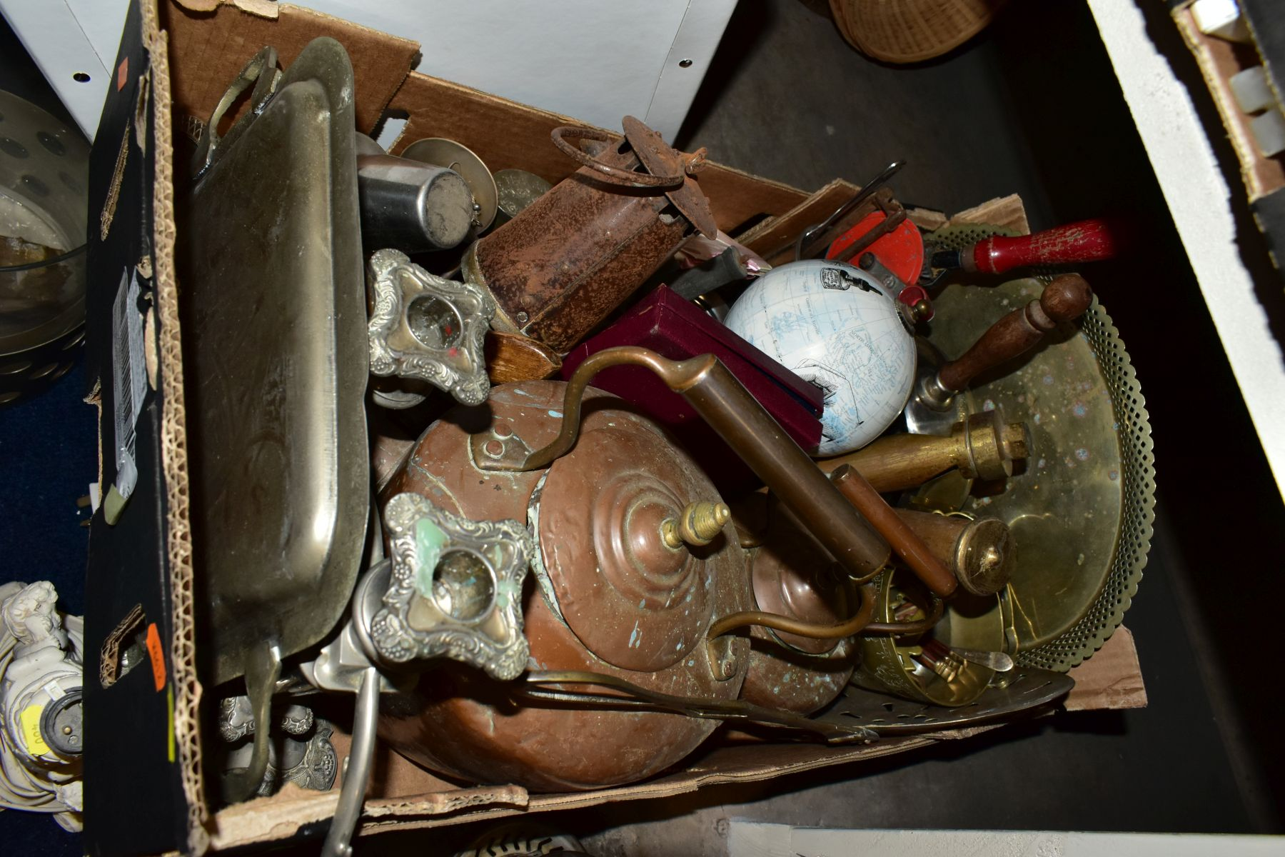 FOUR BOXES AND LOOSE METALWARE, HOUSEHOLD SUNDRIES, OIL LAMP, etc, to include board games, book - Image 12 of 16