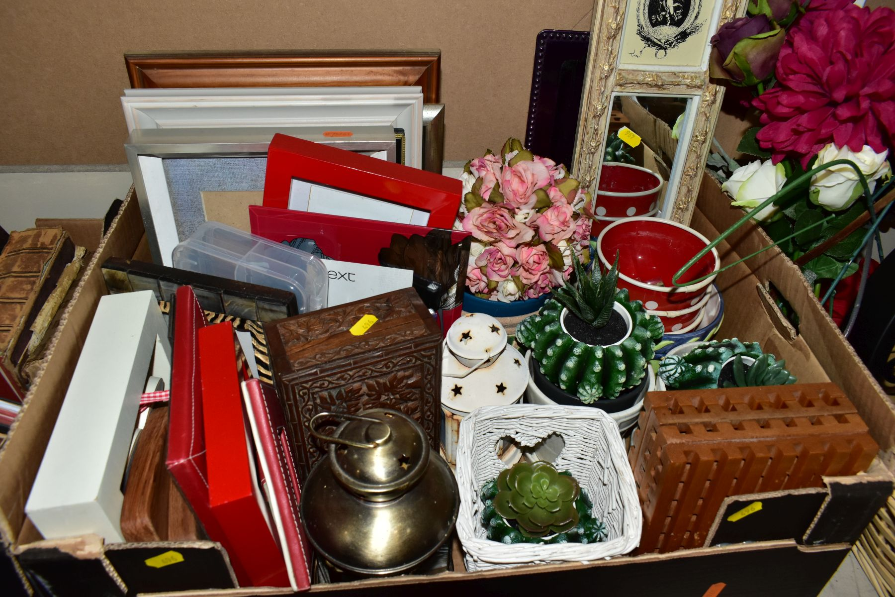 TWO BOXES AND A BASKET OF METALWARE, SUNDRIES, PICTURE FRAMES, ETC, to include various clocks (two - Image 9 of 10