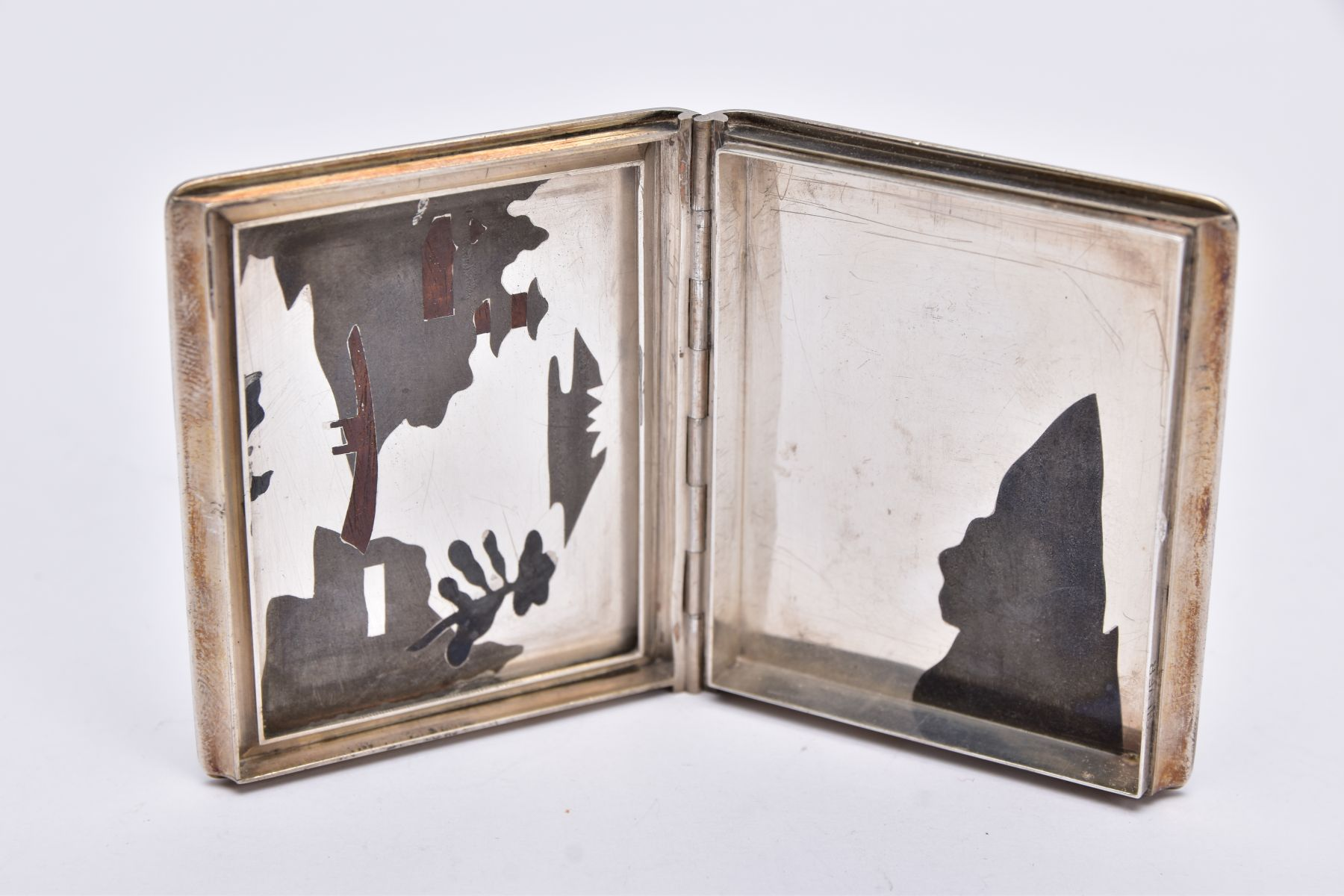 A WHITE METAL JAPANESE STYLE BOX, hinged square box, depicting a tri-coloured oriental river and - Image 3 of 6