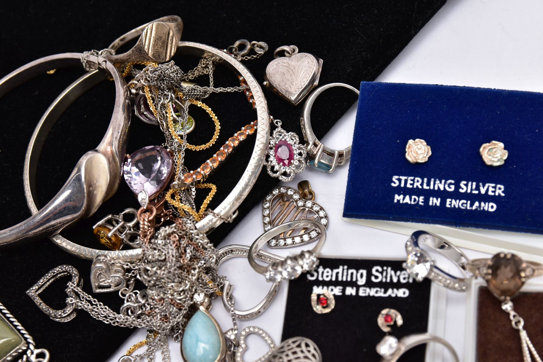 A BAG OF ASSORTED JEWELLERY, to include a silver ring set with an oval smokey quartz, bifurcated - Image 4 of 4
