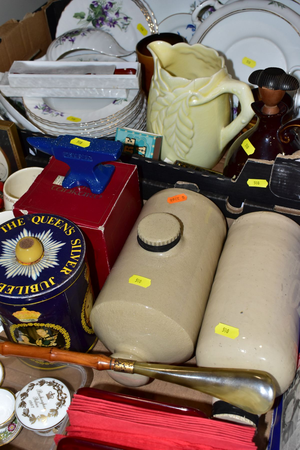 TWO BOXES OF CERAMICS AND SUNDRY ITEMS, ETC, to include Mayfair bone china part dinner service, - Image 6 of 10