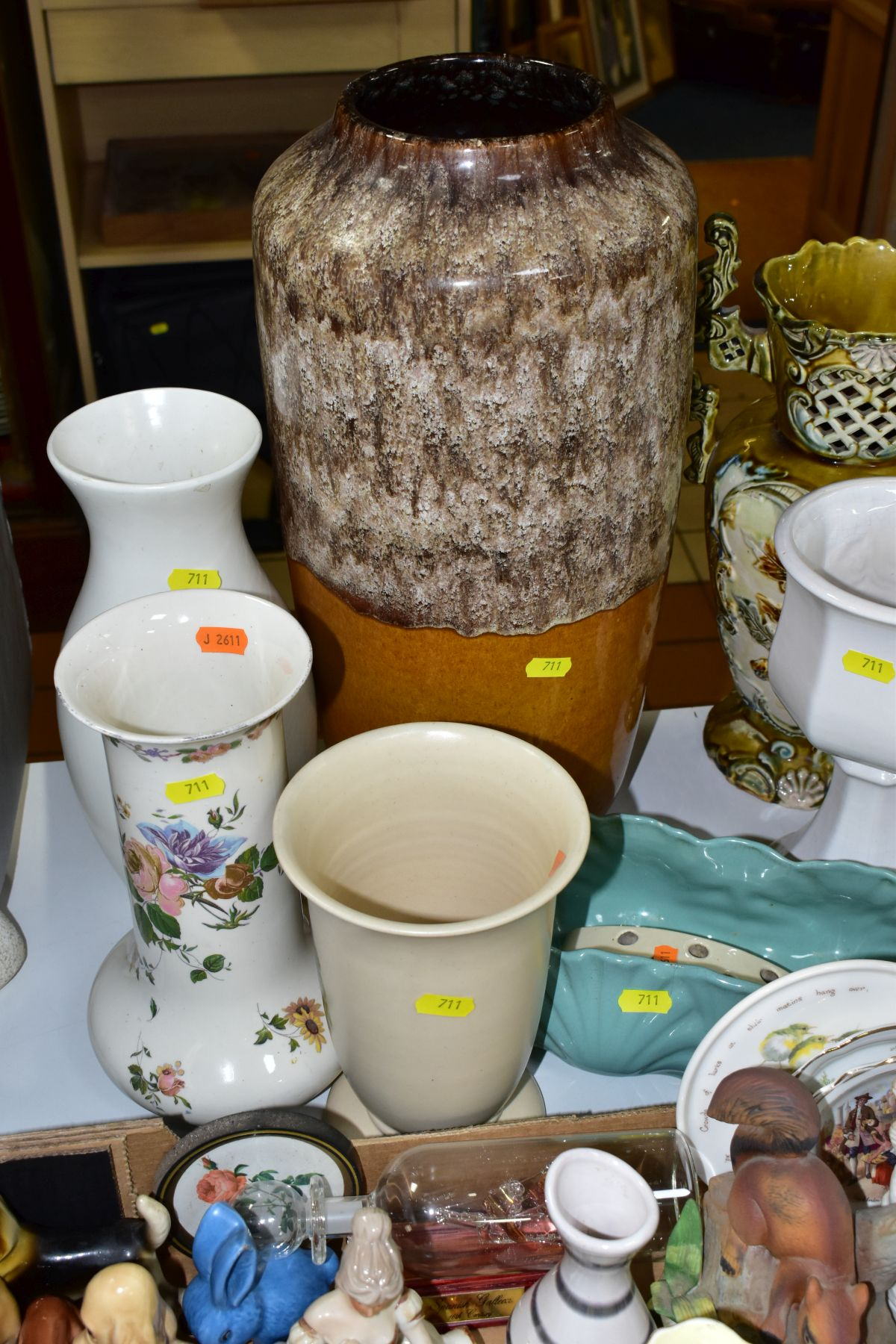 TWO BOXES AND LOOSE CERAMICS AND GLASSWARE, including animal bird and figural ornaments, two - Image 5 of 10