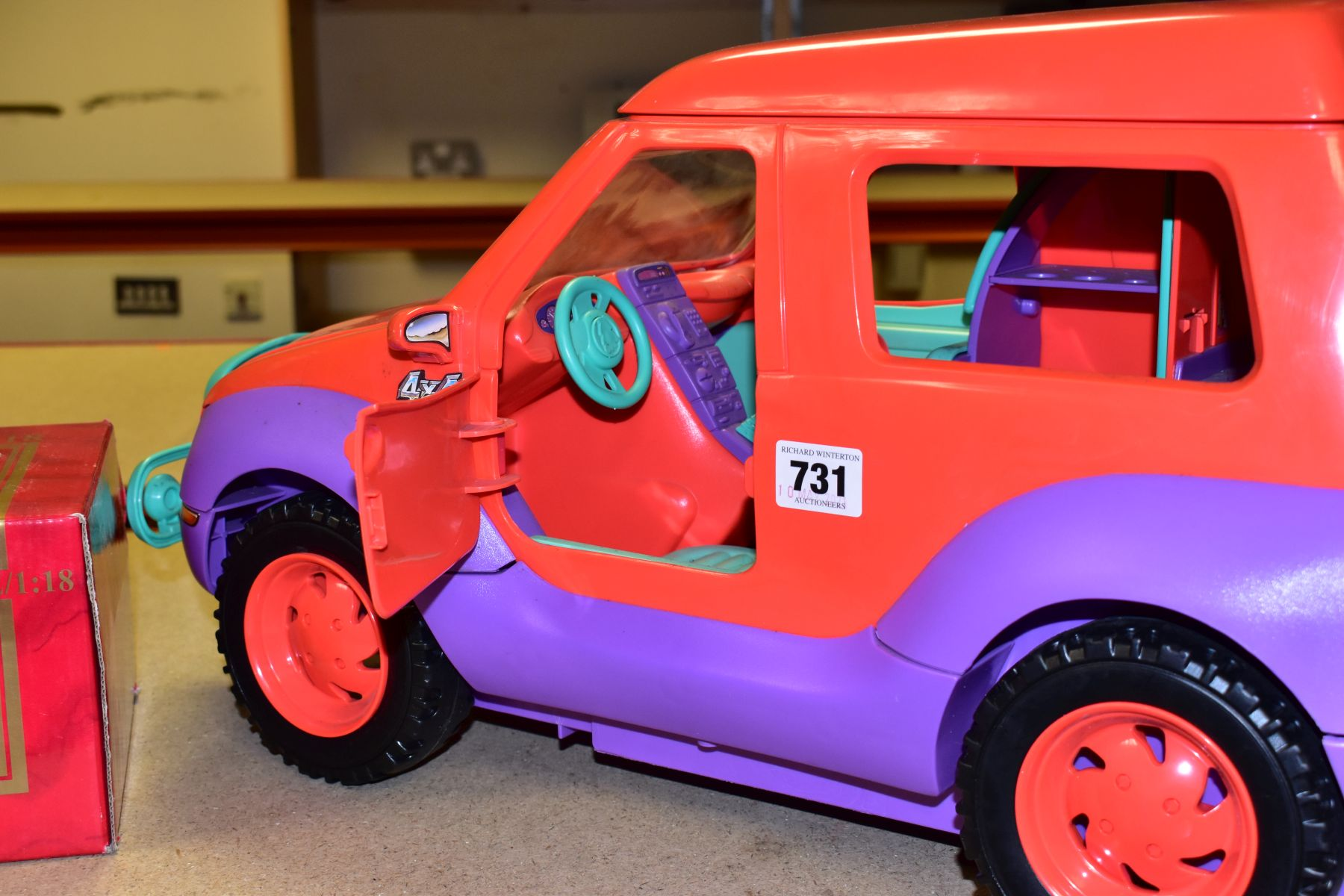 AN UNBOXED SINDY - SPACE 4X4 CAMPER VAN/HOLIDAY HOME, missing some accessories but otherwise appears - Image 4 of 5