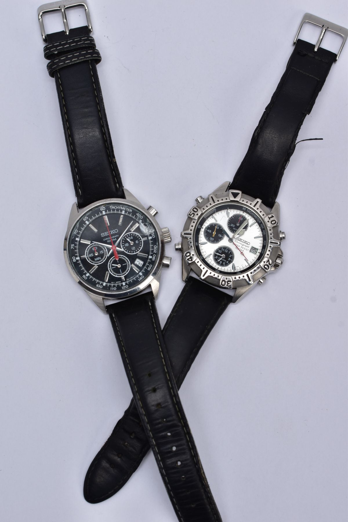TWO GENTS 'SEIKO CHRONOGRAPH' WRISTWATCHES, the first with round black dial signed 'Seiko