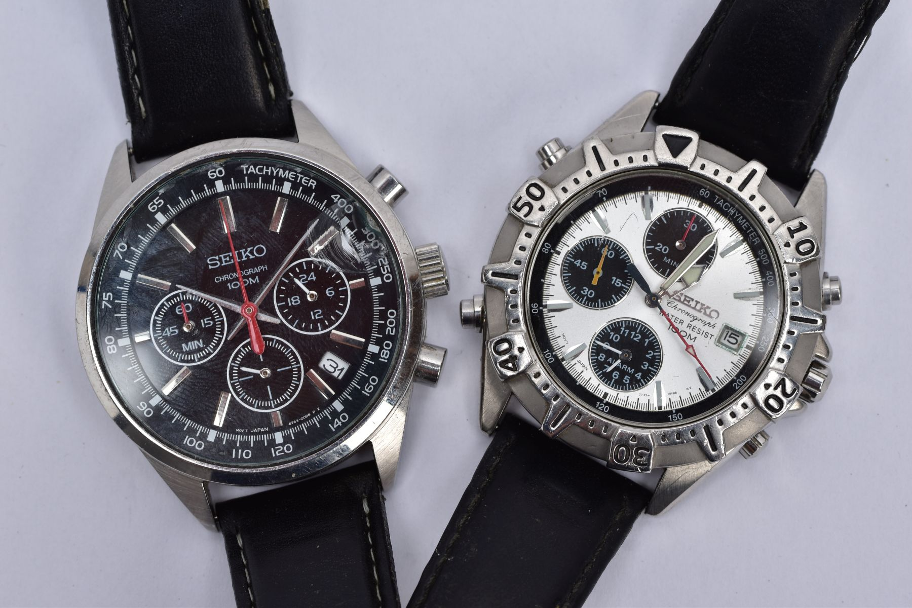 TWO GENTS 'SEIKO CHRONOGRAPH' WRISTWATCHES, the first with round black dial signed 'Seiko - Image 2 of 5