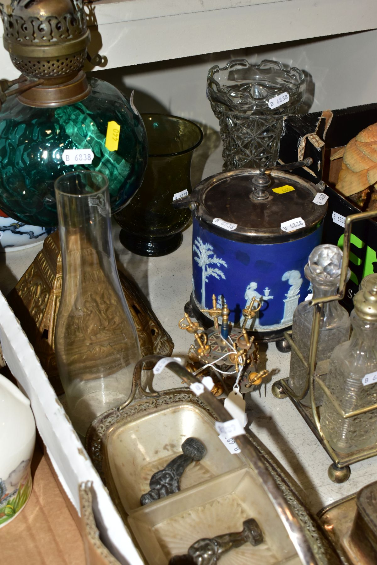 TWO BOXES AND LOOSE OF CERAMICS, GLASS AND METALWARE, including a Chinese Famille rose bowl,(chip - Image 10 of 13