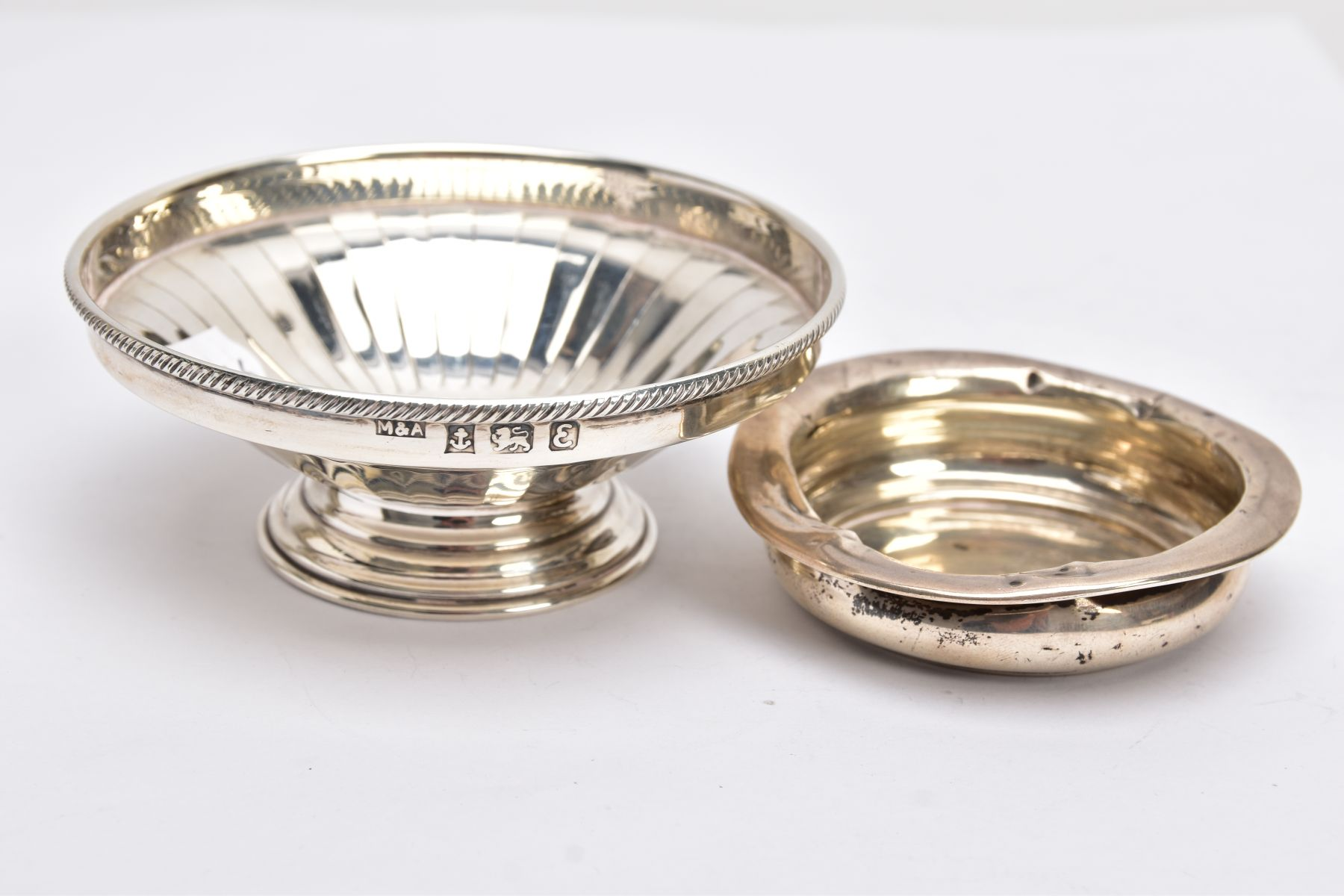A SILVER BONBON DISH AND A SILVER DISH, the bonbon of a circular form, tapered engraved design, - Image 3 of 5