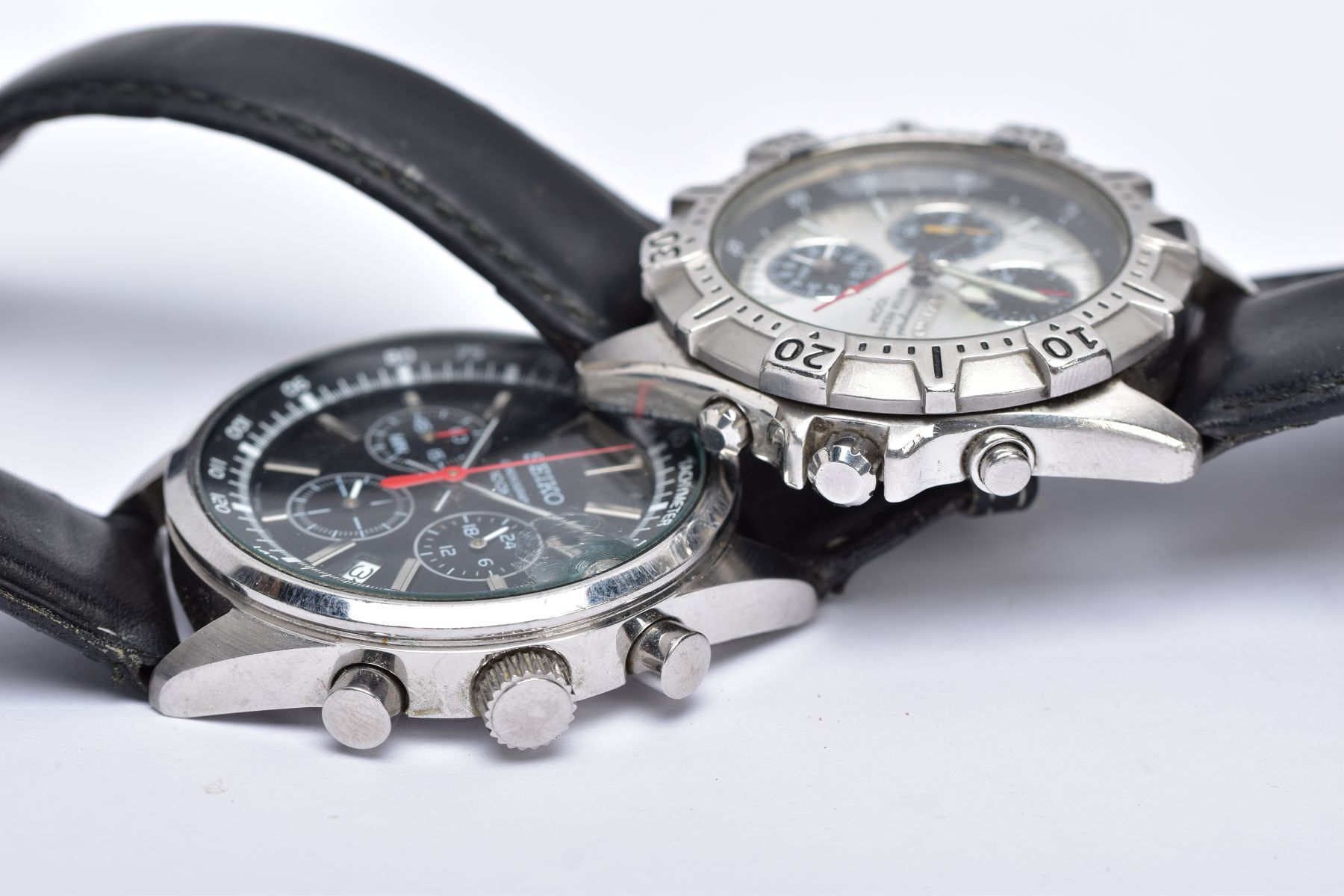 TWO GENTS 'SEIKO CHRONOGRAPH' WRISTWATCHES, the first with round black dial signed 'Seiko - Image 4 of 5