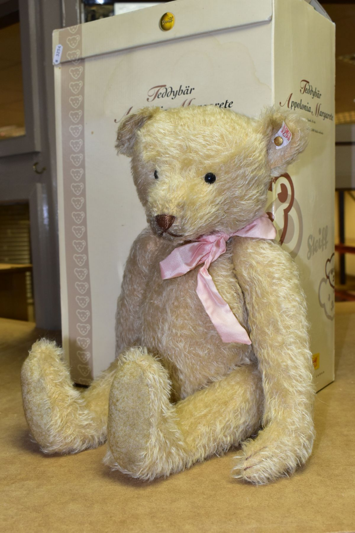 A BOXED STEIFF LIMITED EDITION APPOLONIA MARGARETE TEDDYBEAR, No. 038112, limited edition No. 1171 - Image 2 of 5