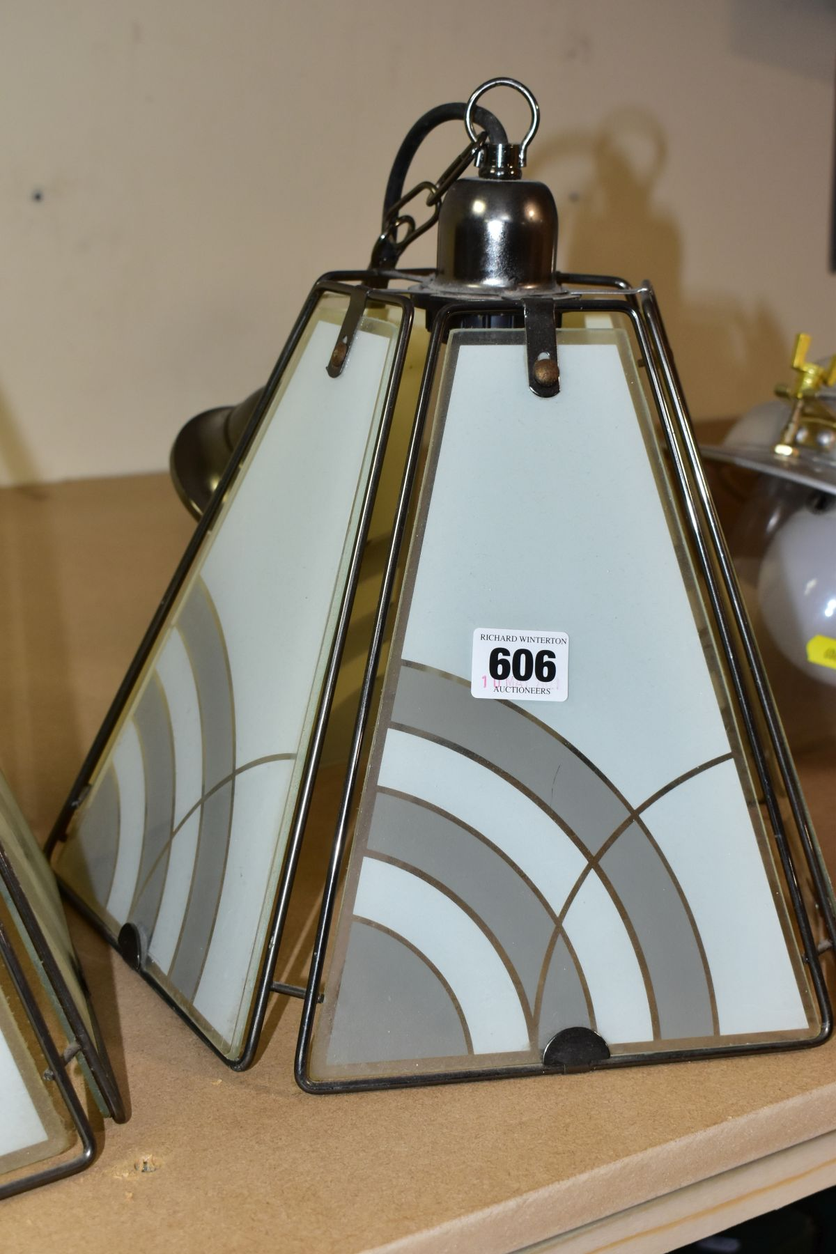 CEILING LIGHTS AND TABLE LAMP comprising a pair of pyramid shaped lamps with glass panels, - Image 3 of 6