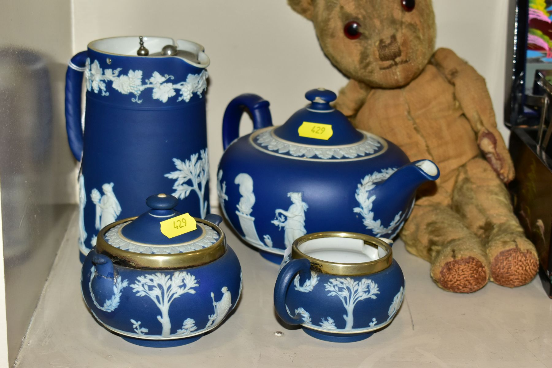 A GROUP OF ASSORTED ITEMS, including Wedgwood jasperware tea pot (lid has chips), hot water jug, - Image 7 of 18