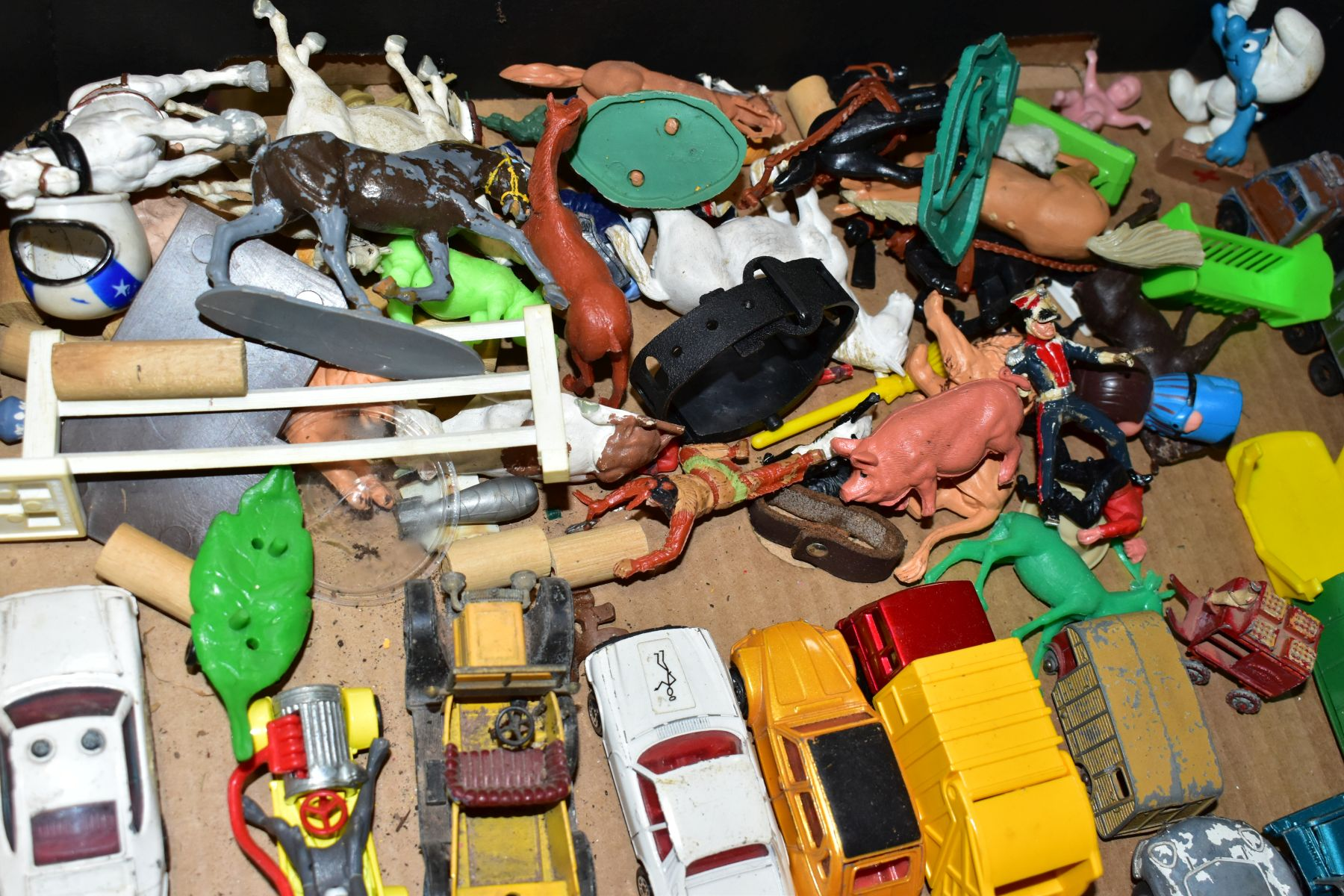 A QUANTITY OF UNBOXED AND ASSORTED PLAYWORN DIECAST VEHICLES AND PLASTIC figures, to include - Image 2 of 5