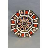 A ROYAL CROWN DERBY IMARI OCTAGONAL PLATE, '1128' pattern, diameter (widest) 24cm (Condition:-