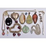 A BAG OF ASSORTED JEWELLERY ITEMS, to include a silver mounted jade pendant, fitted with a tapered