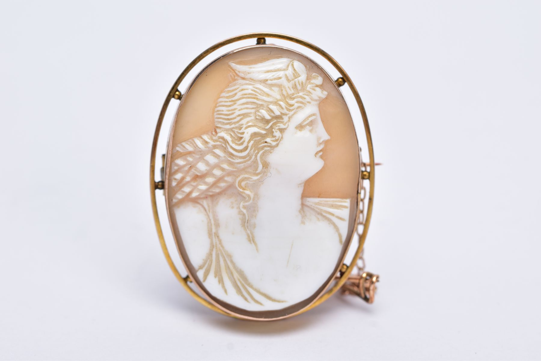 A GOLD CAMEO BROOCH, depicting a maiden in profile, measuring approximately 42mm x 33mm, stamped ' - Image 2 of 4