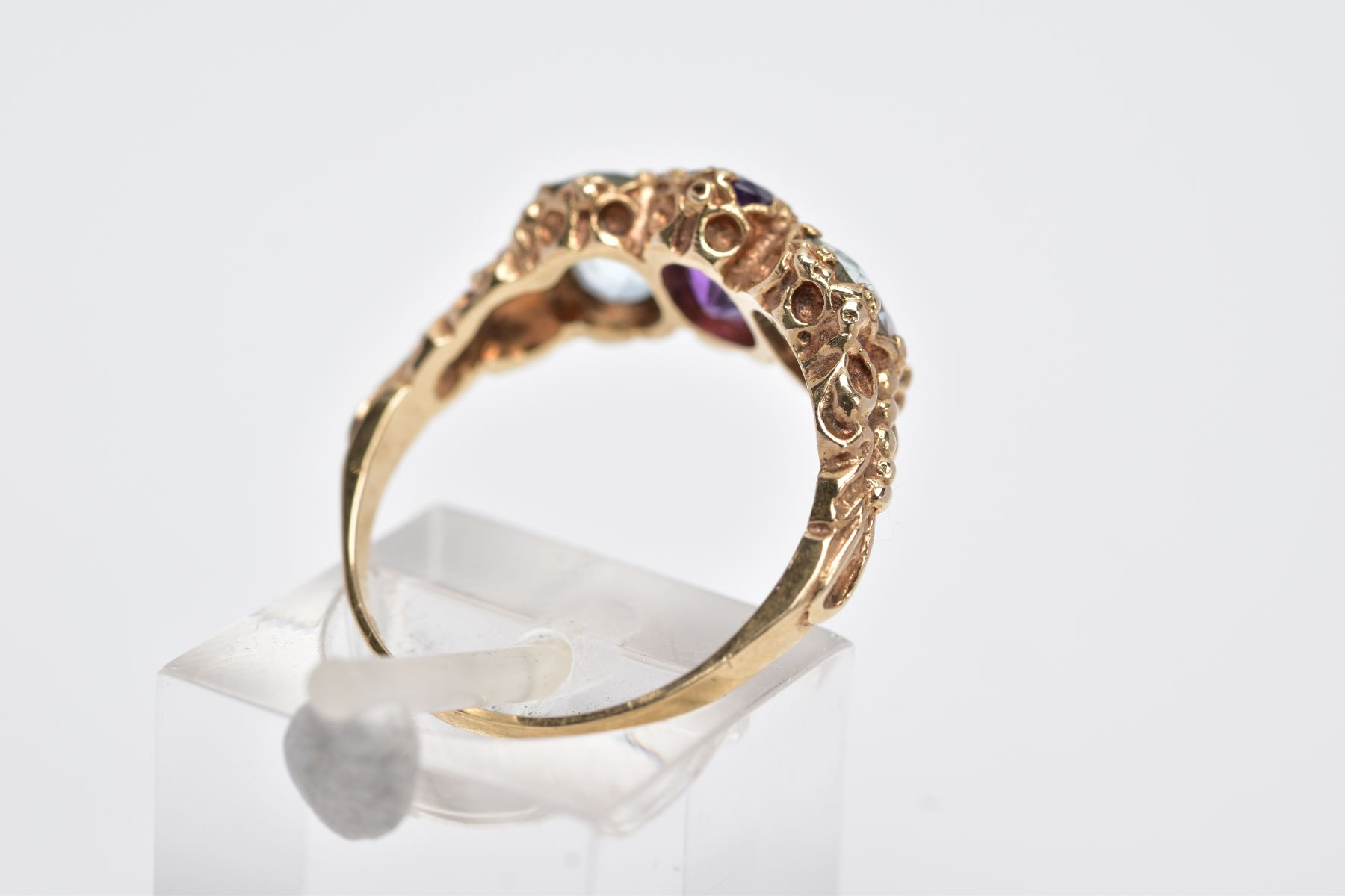 A 9CT GOLD THREE STONE RING, centring on an oval cut amethyst, flanked with two oval cut - Image 3 of 4