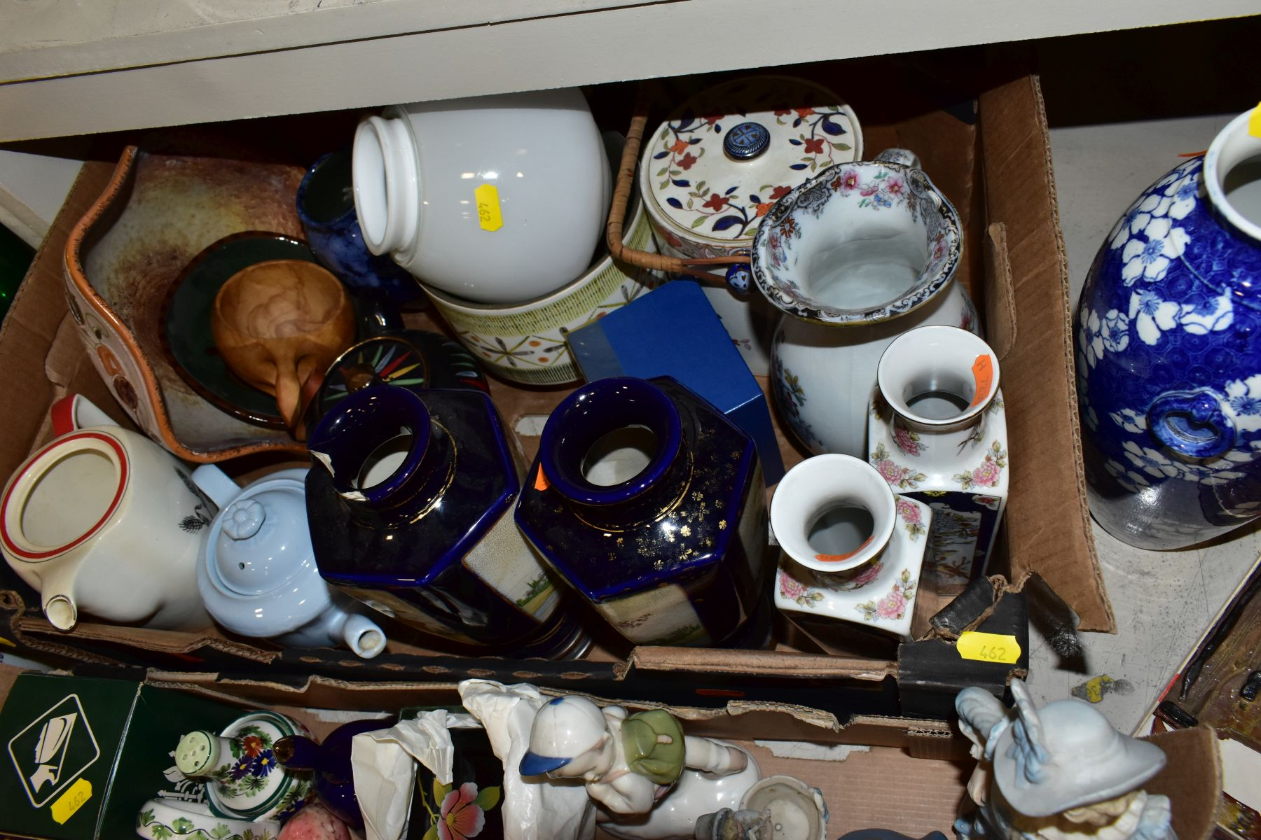 TWO BOXES AND LOOSE ORNAMENTS, VASES, ROYAL COMMEMORATIVES etc, to include Cauldon Ware Prunus - Image 7 of 8