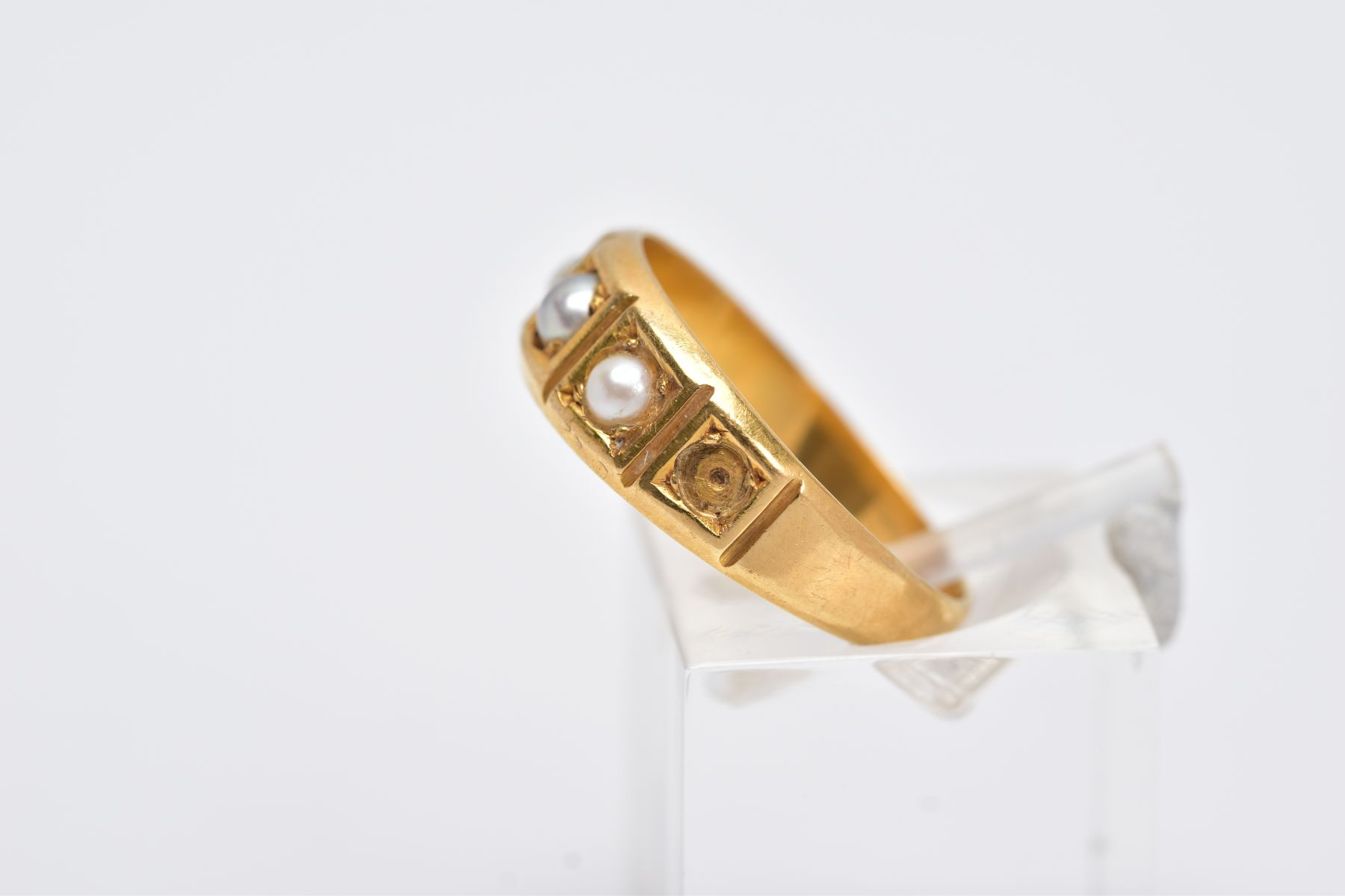 A YELLOW METAL CULTURED PEARL RING, designed with a five square section, three set with cultured - Image 2 of 3