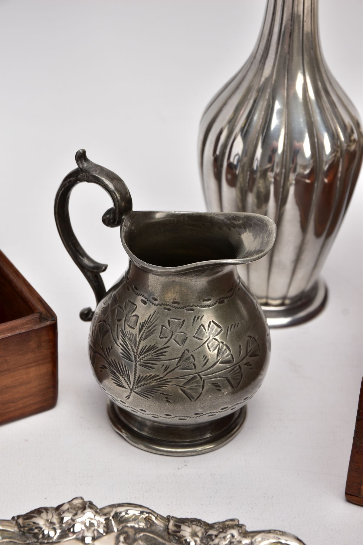 A BOX OF SILVER PLATE, COLLECTABLES AND OTHER METALWARES, including a small Indian white metal - Image 14 of 17