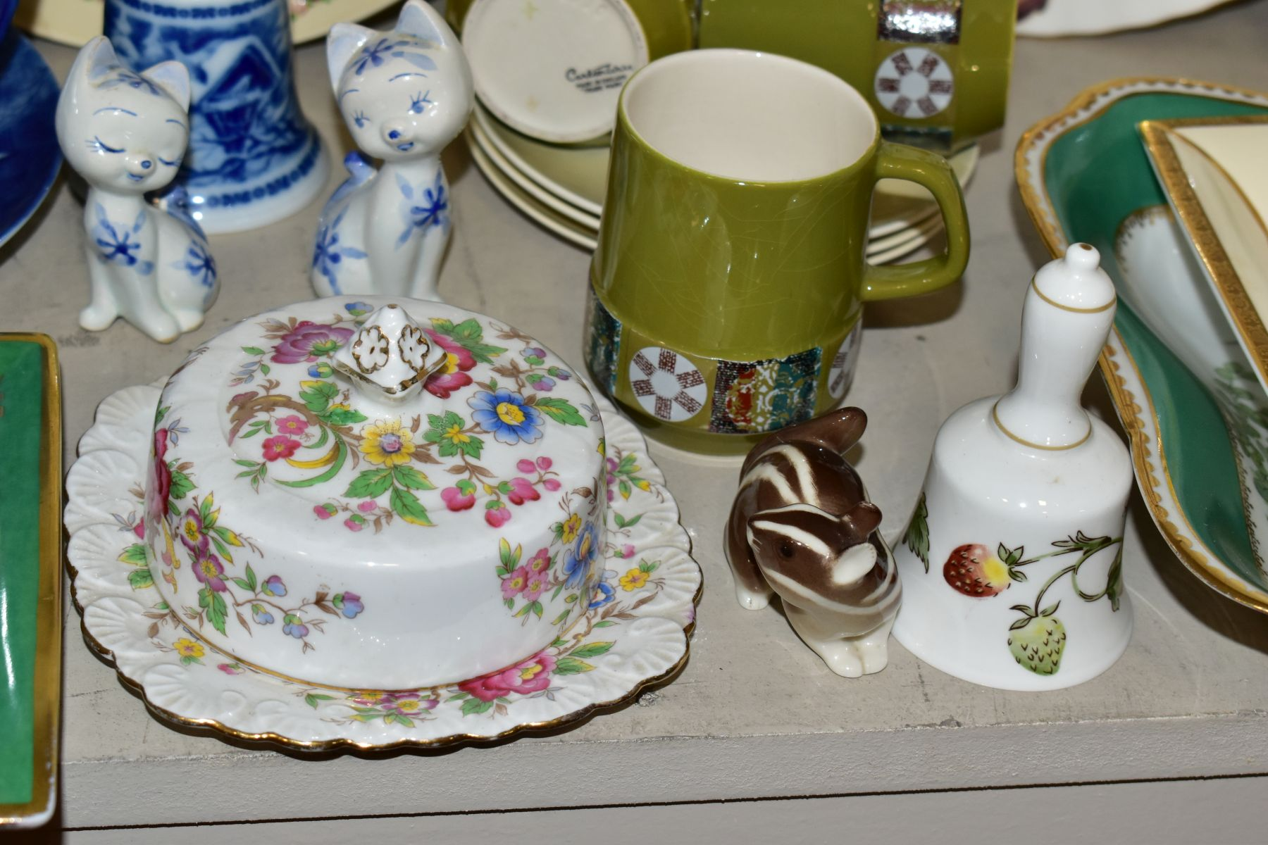 TWO BOXES OF CERAMICS AND SUNDRY ITEMS etc to include three Carlton Ware 2710 tapestry and daisy - Image 8 of 18